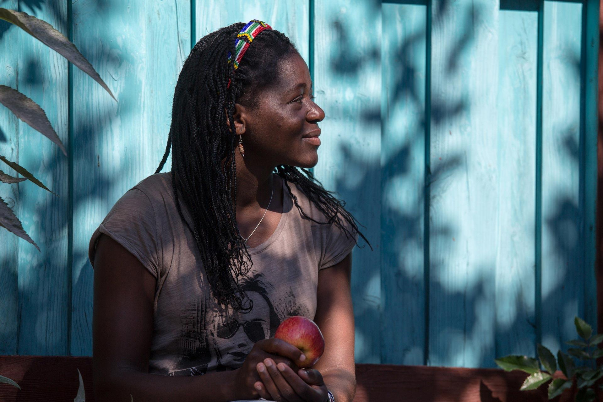 """""""Lena ist die beredte, aber Adelaide ist die, die Sprachen spricht. Außer Sepedi, ihrer Muttersprache, noch zehn afrikanische Sprachen, Englisch und Afrikaans. In Turbogeschwindigkeit hat sie Deutsch gelernt."""""""