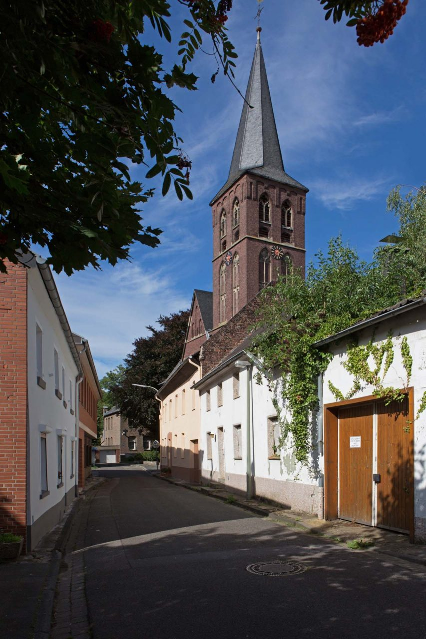 Der im Jahre 893 erstmals urkundlich erwähnt Ort hat die älteste Kirche im Erkelenzer Land