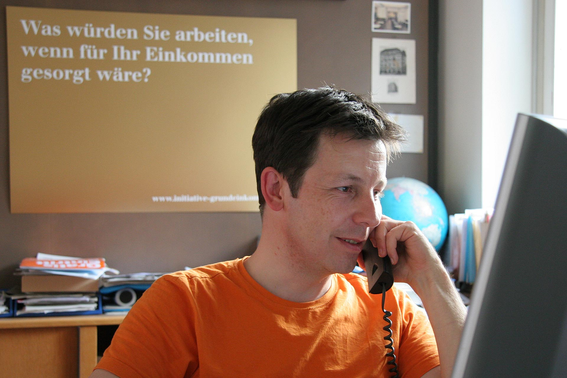 """""""Was würden Sie arbeiten, wenn für Ihr Einkommen gesorgt wäre"""" – dieser Satz markierte den Start für die 'Initiative Grundeinkommen', die Daniel Häni zusammen mit Enno Schmidt 2006 in Basel gründete. -"""