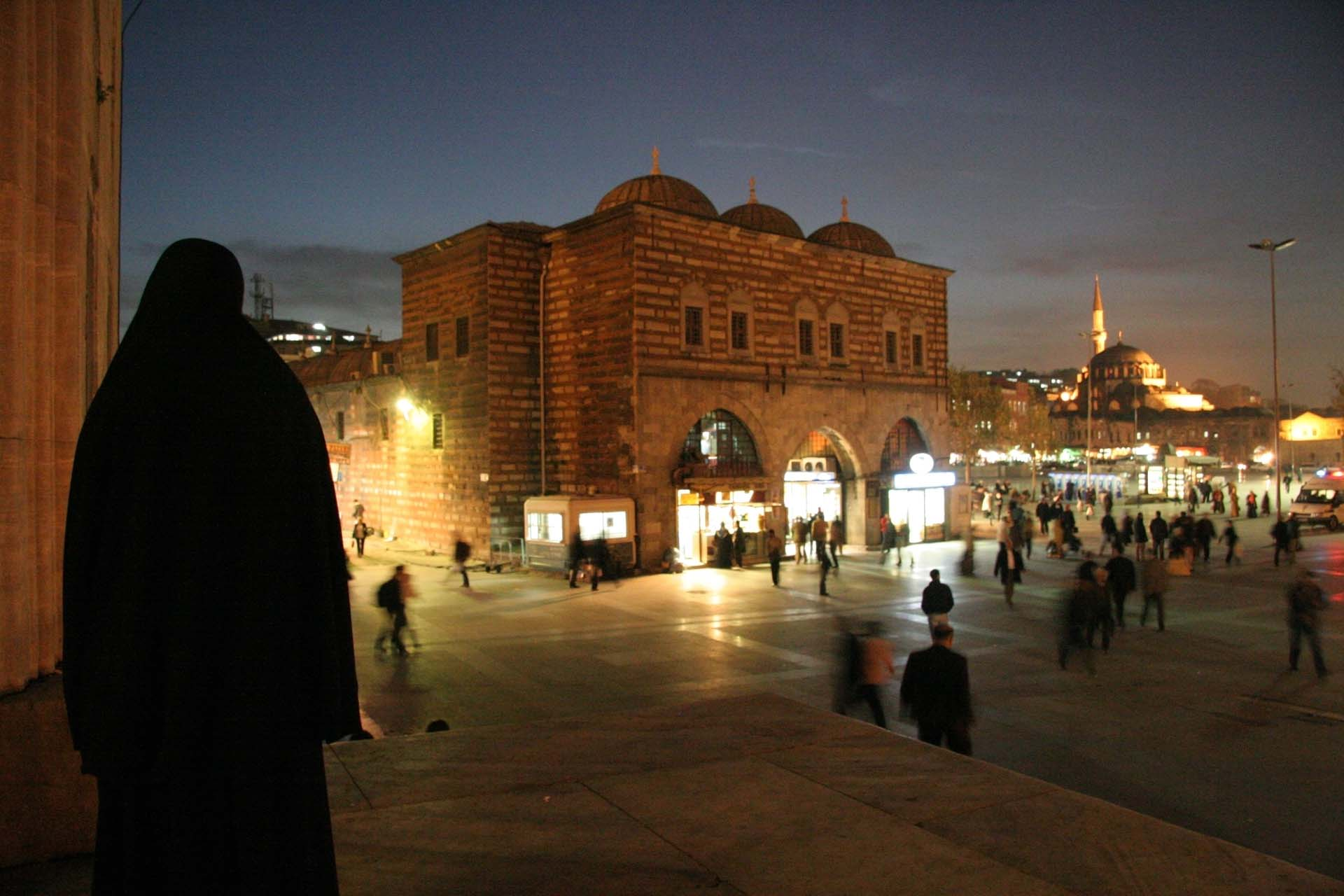 Entrance of the Yen Camii (New Mosque) in Eminönü, next to the Egyptian Bazar