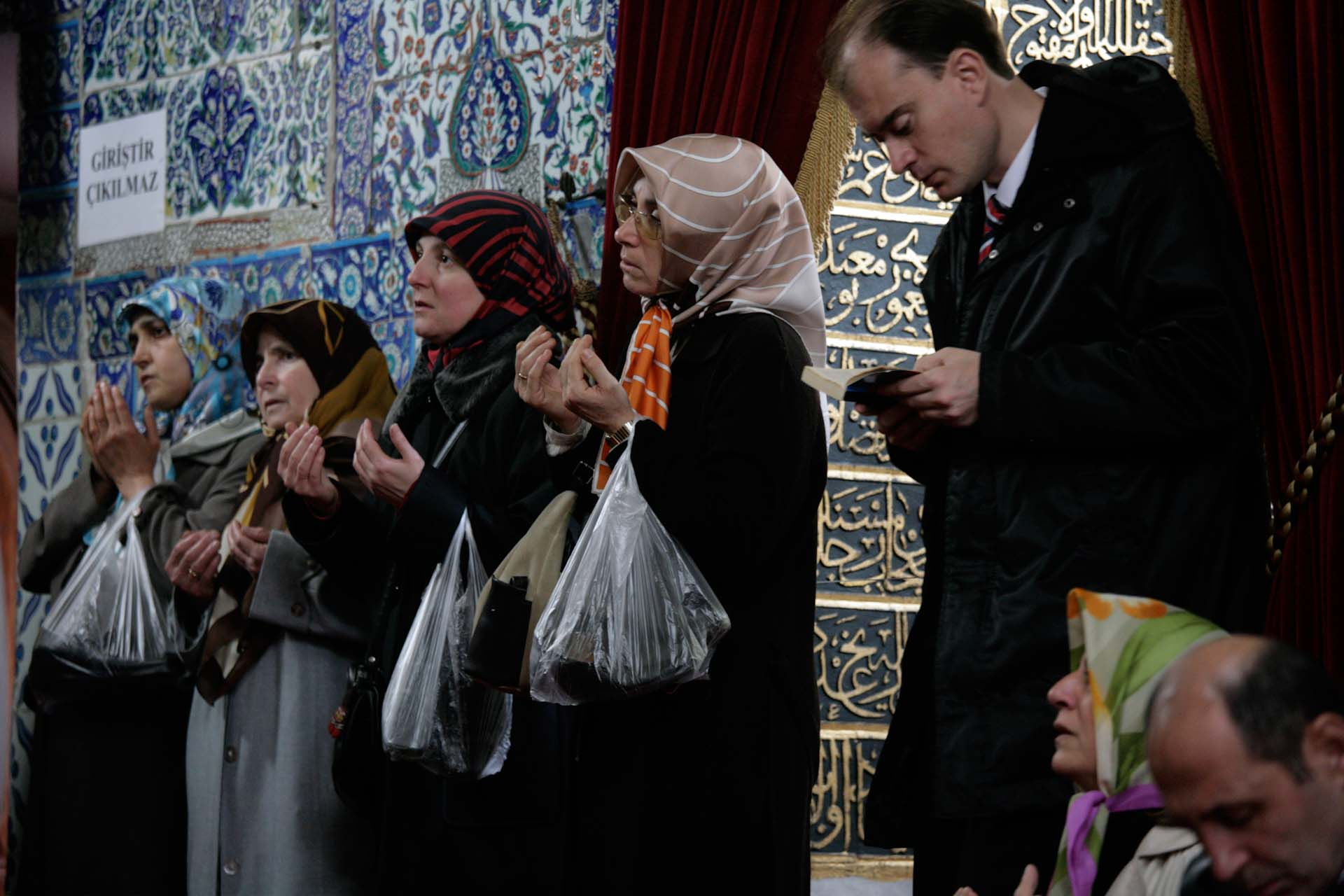 Prayers inside a holy shrine next to the Eyüp-Sultan-Camii