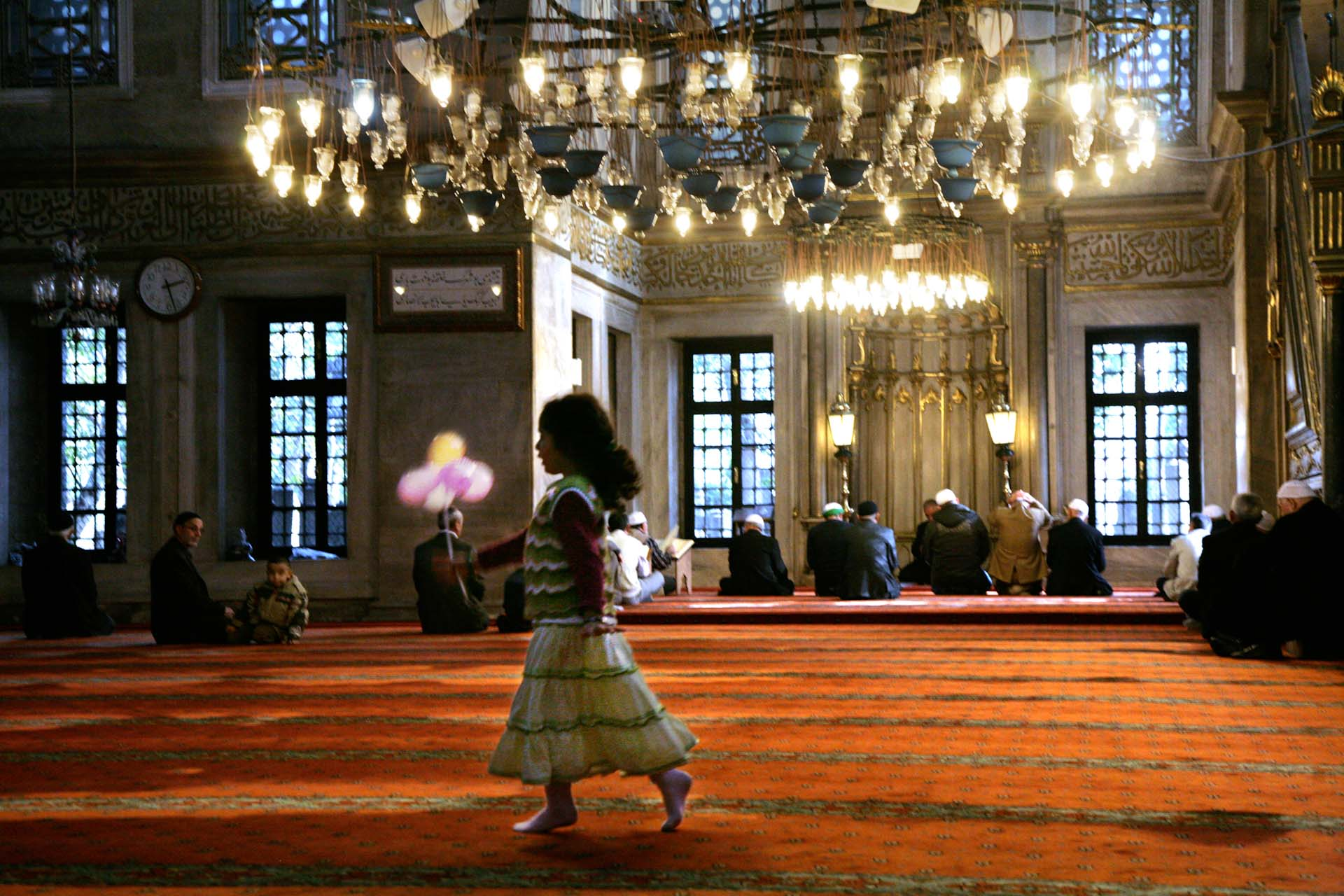 A girl is strutting through the Eyüp-Sultan-Camii