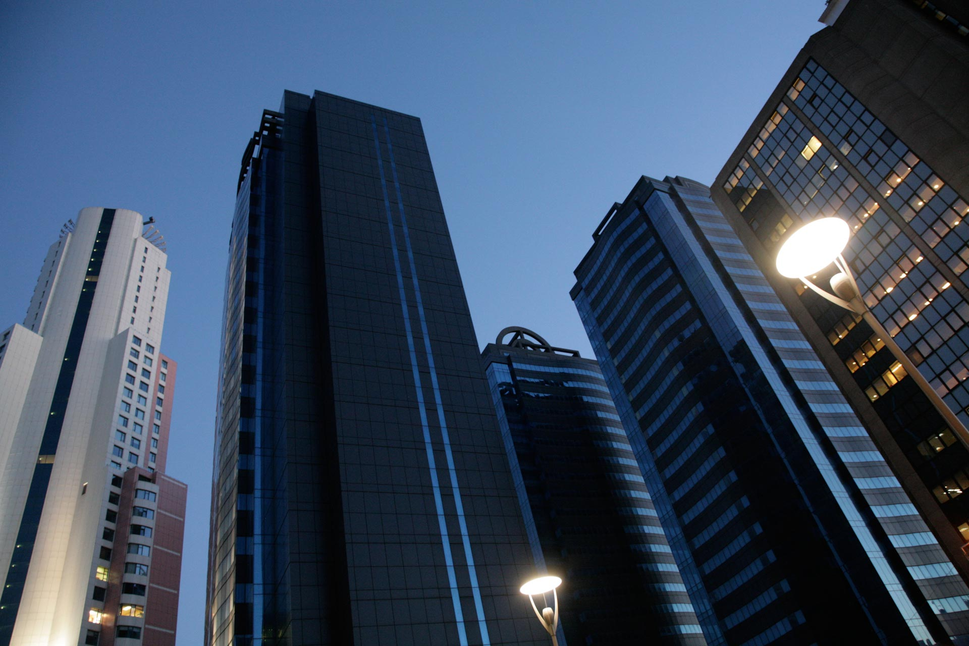 Turkish economical dreams of the AKP and borrowed money built the towers of Şişli
