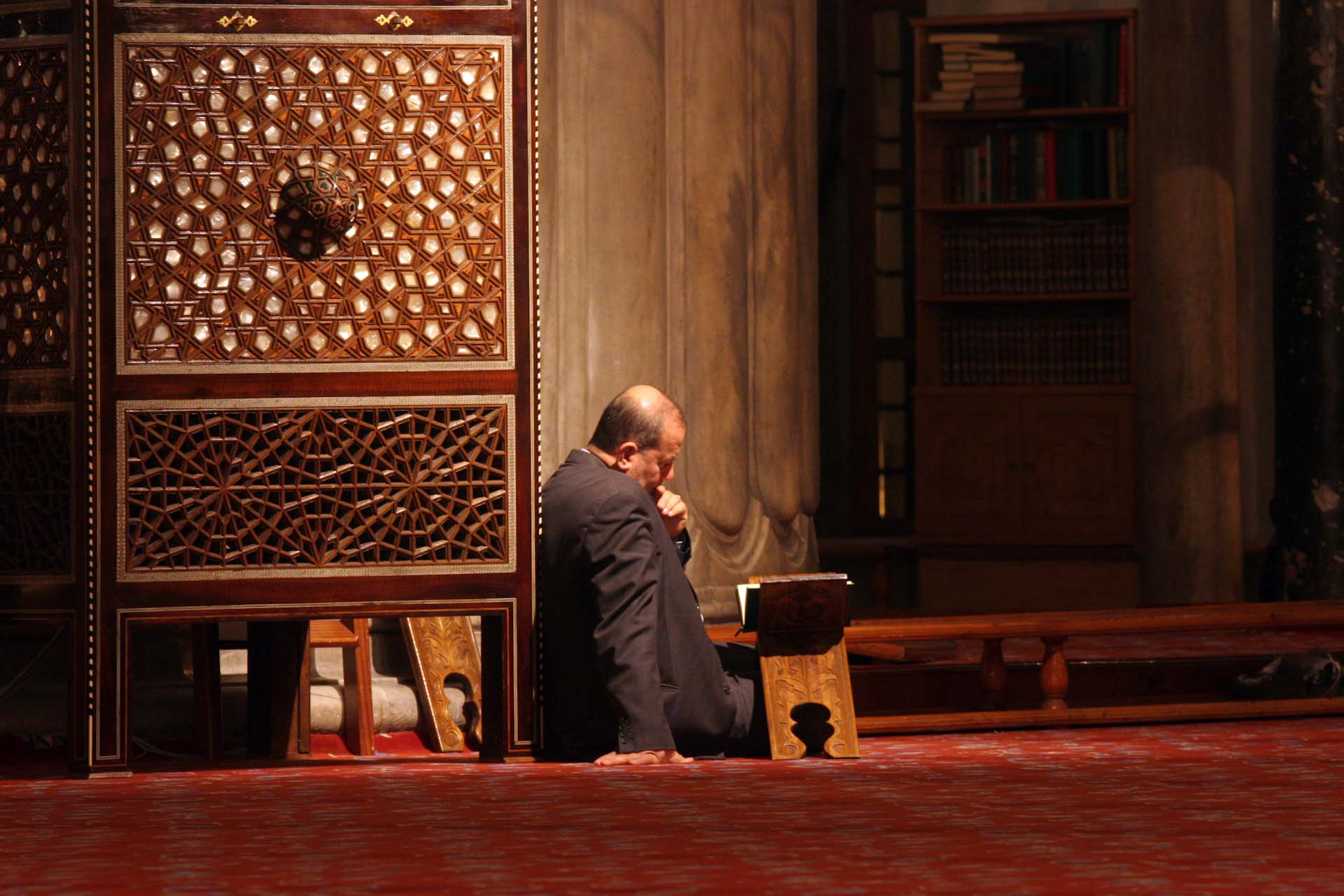 Man studies the Koran