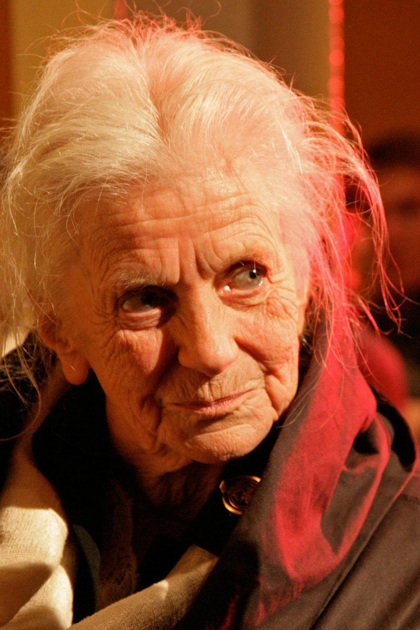 Swetlana Geier, † 2010, war eine Literaturübersetzerin, die aus dem Russischen, ihrer Muttersprache, ins Deutsche übersetzte. Bekannt wurde sie durch die Neuübersetzung der großen Romane Dostojewskis -