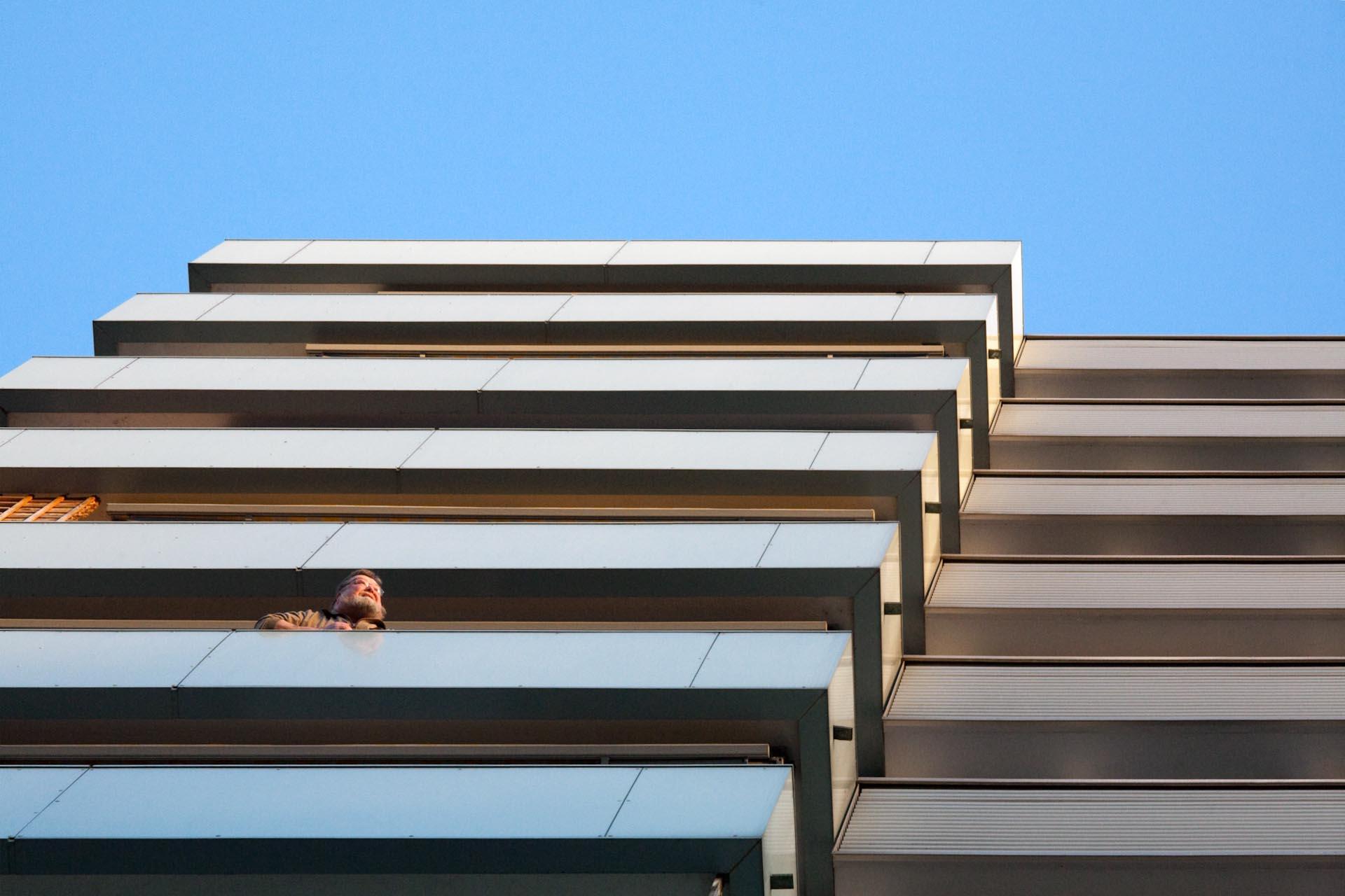"""""""Immer wenn er einen Freund im 13. Stock besucht, wird er etwas neidisch, dort ist die Aussicht noch besser."""""""