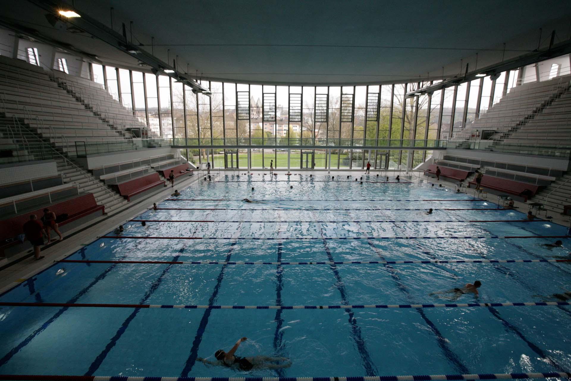 Das Stadtbad, die Wuppertaler 'Schwimmoper', wurde 1957 erbaut und 1995 in die Denkmalschutzliste der Stadt eingetragen