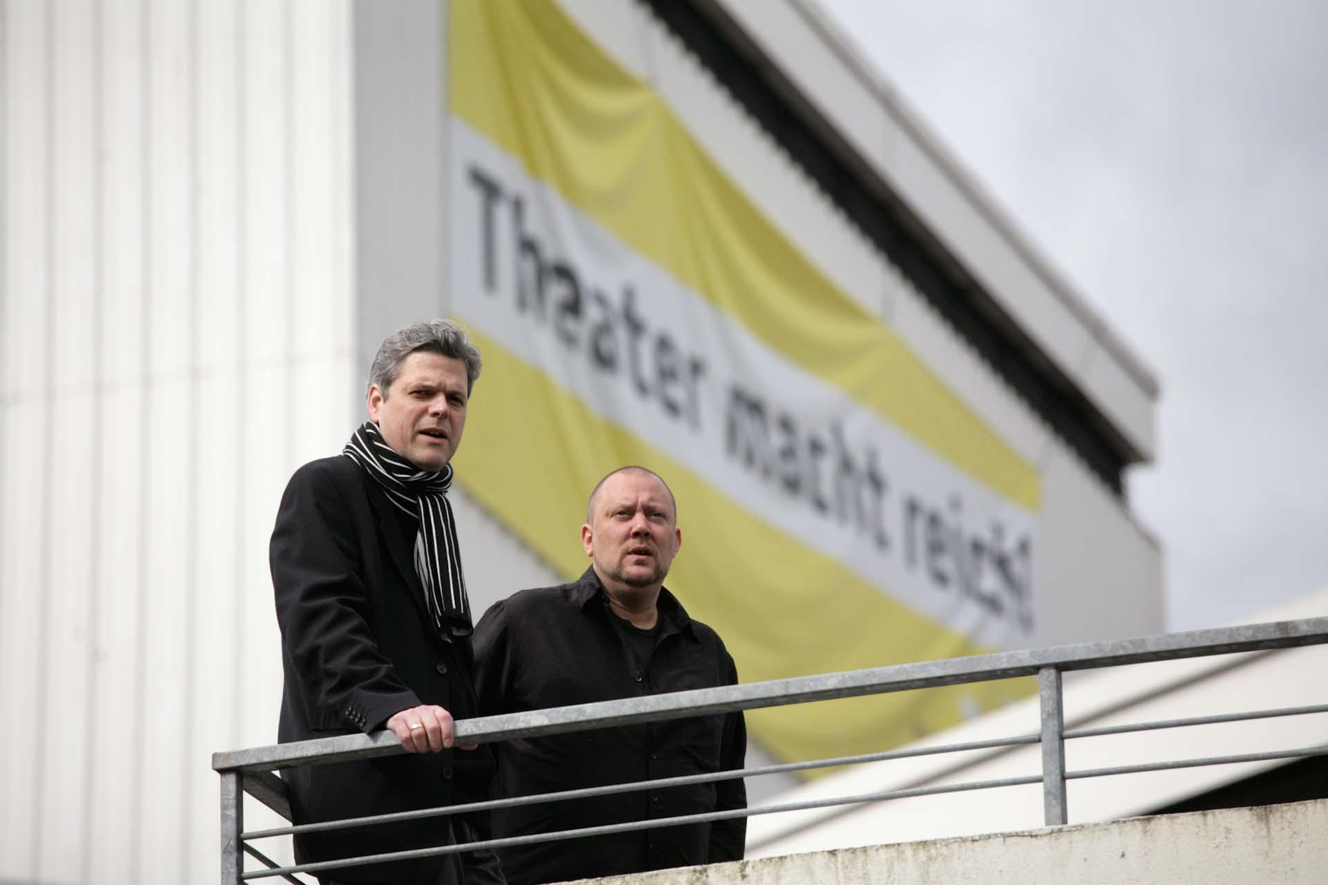 Die beiden Leiter der Wuppertaler Bühnen, konnten trotz viel Engagement die Schließung des Schauspielhauses, welches 1966 durch Heinrich Böll eröffnet wurde, nicht verhindern