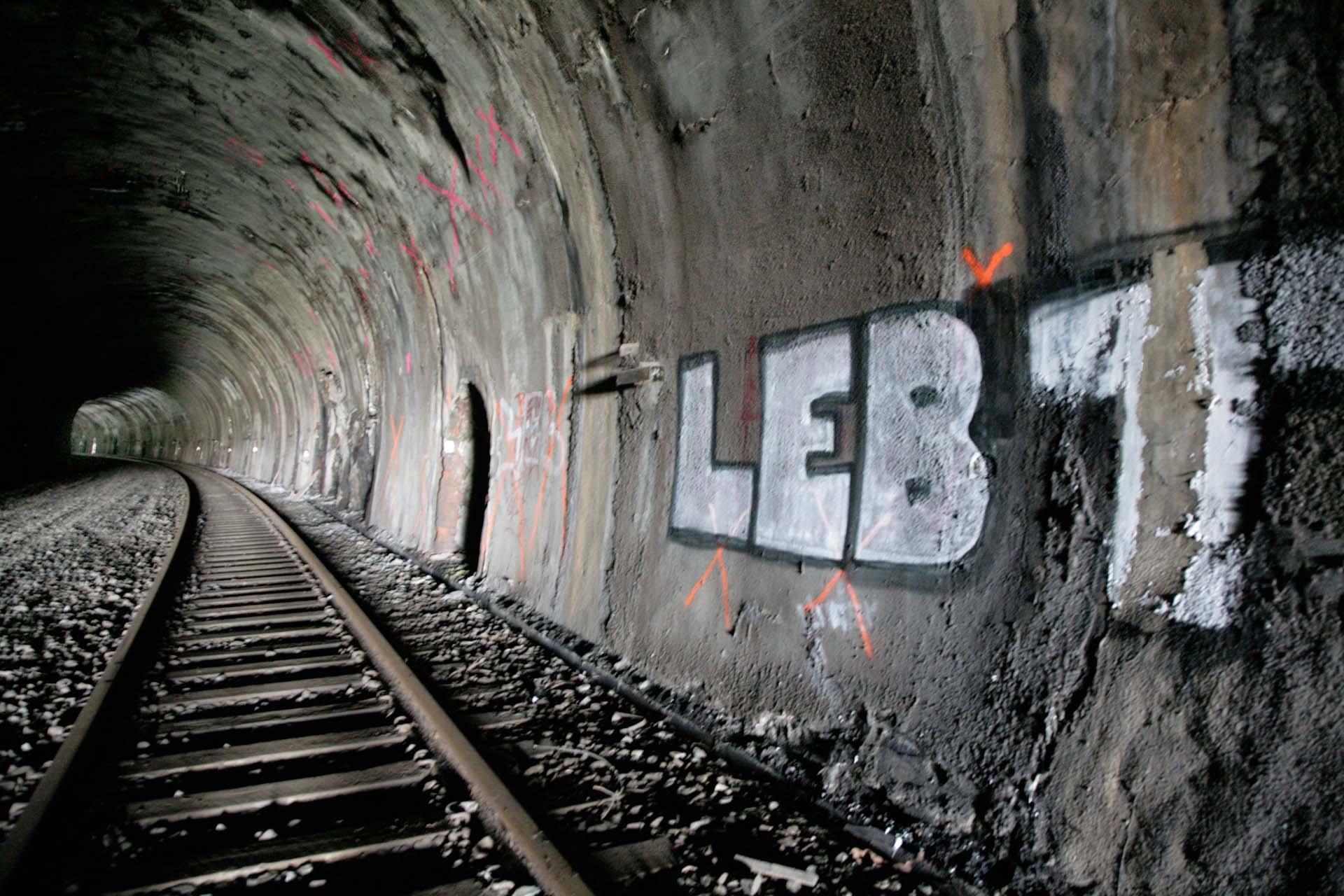 Einer der vielen Tunnel der ehemaligen nördlichen Eisenbahntrasse