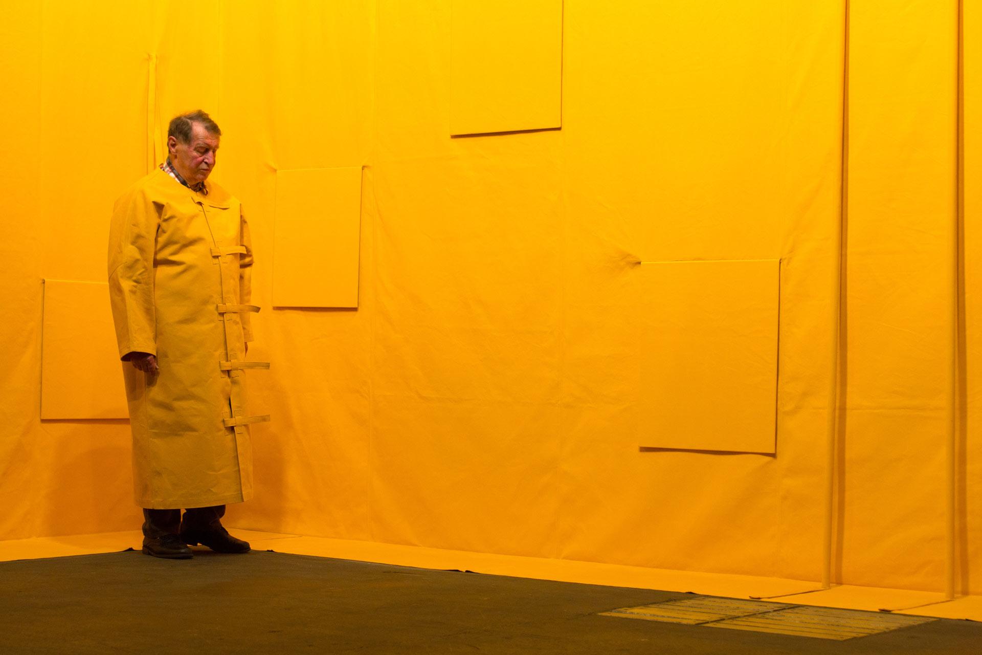 """Art Unlimited 2015: Franz Erhard Walther, """"Wallformation Gelbmodellierung"""", 1980-81 – The artist in use of his sculpture -  """"Sie dürfen sich anlehnen!"""" Frankfurter Allgemeine Zeitung 16.05.2017"""
