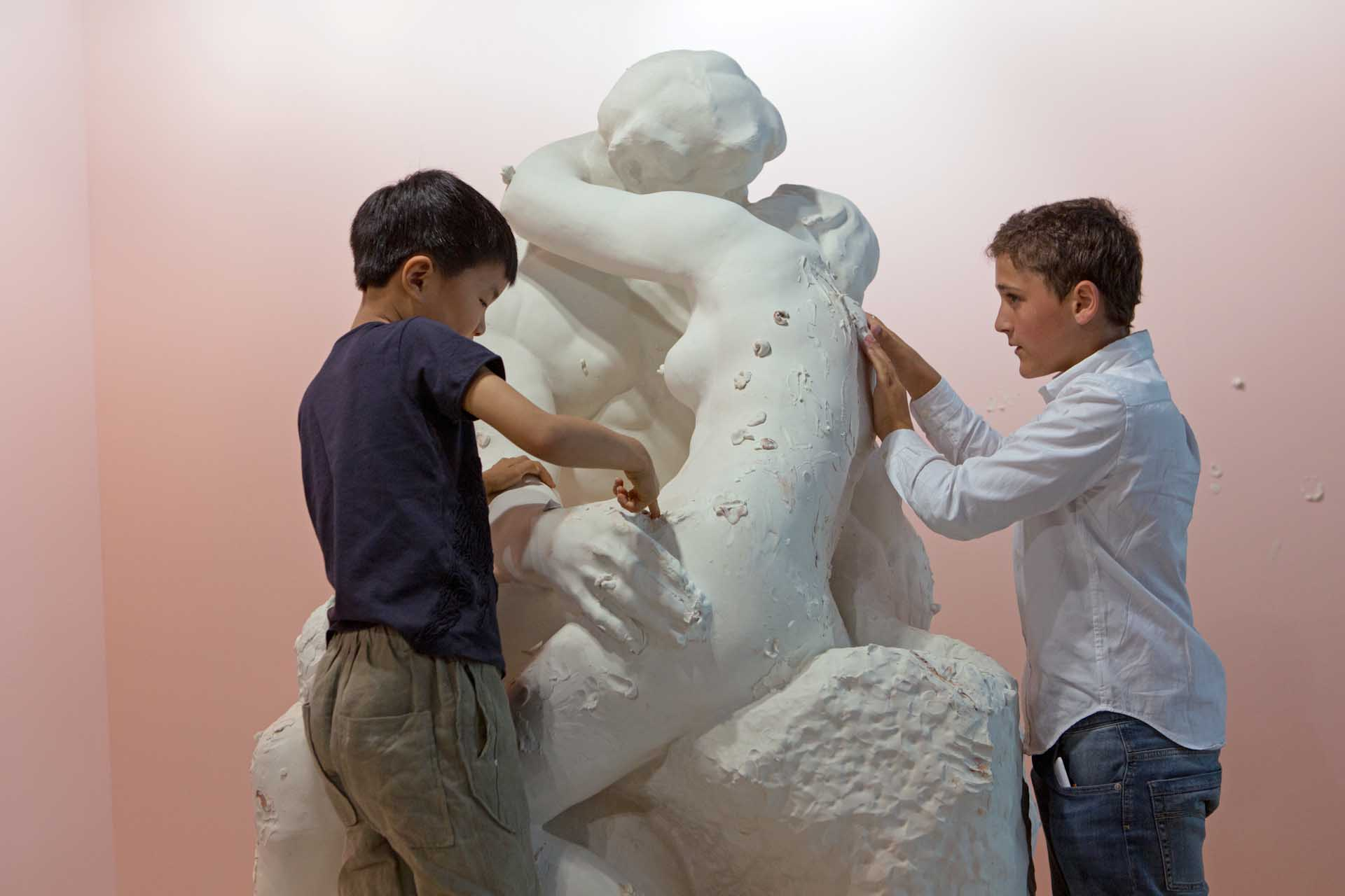 "Art Basel 2017: Children are modelling a work by Urs Fischer – The Swiss artist has recreated the famous monument ""The Kiss"" by August Rodin with plasticine"
