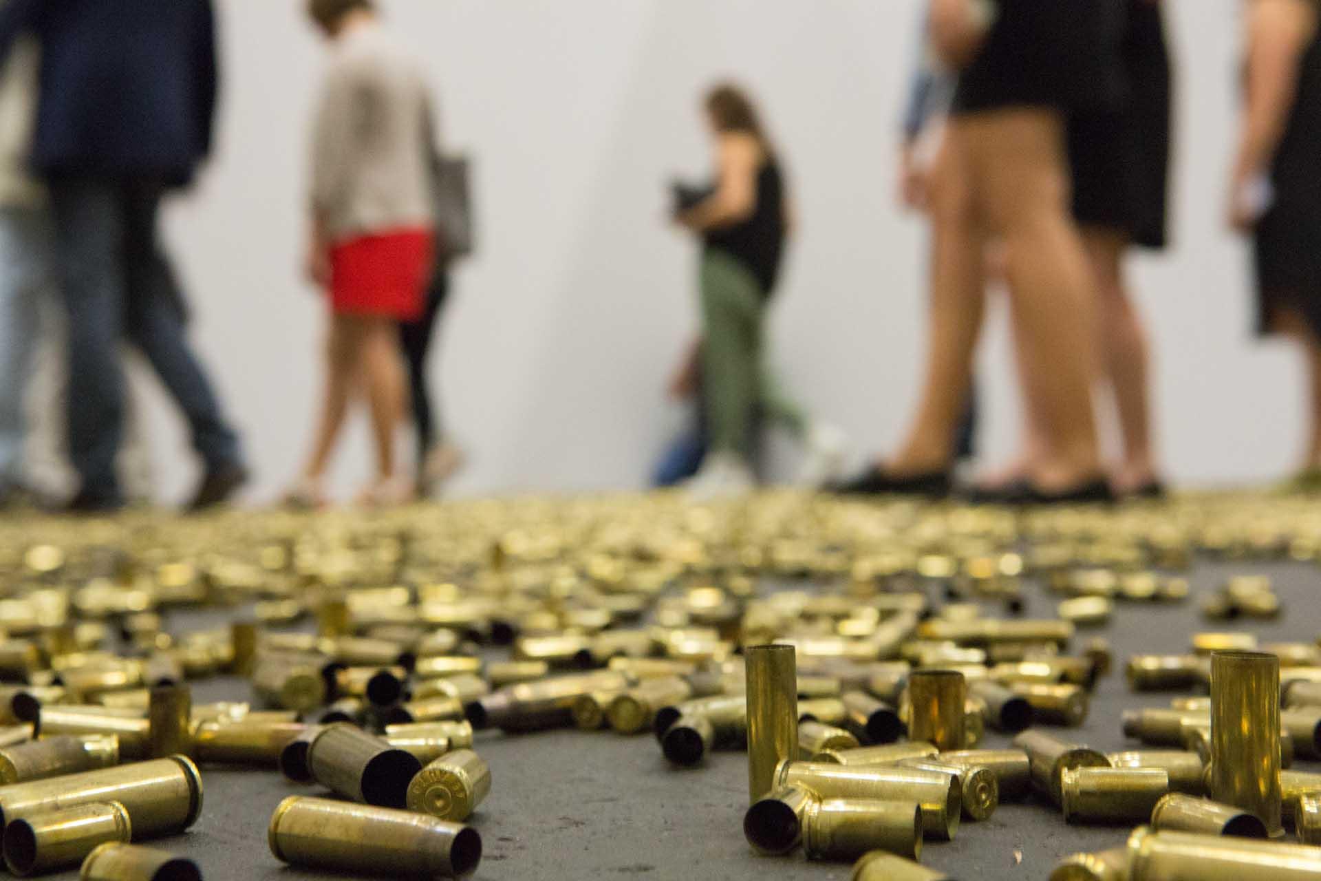 "Art Unlimited 2014: An installation by Matias Faldbakken, ""20.000 Gun Shells"", 2011 -  ""Reißzahn im Stoff"" Handelsblatt 20.06.2014"