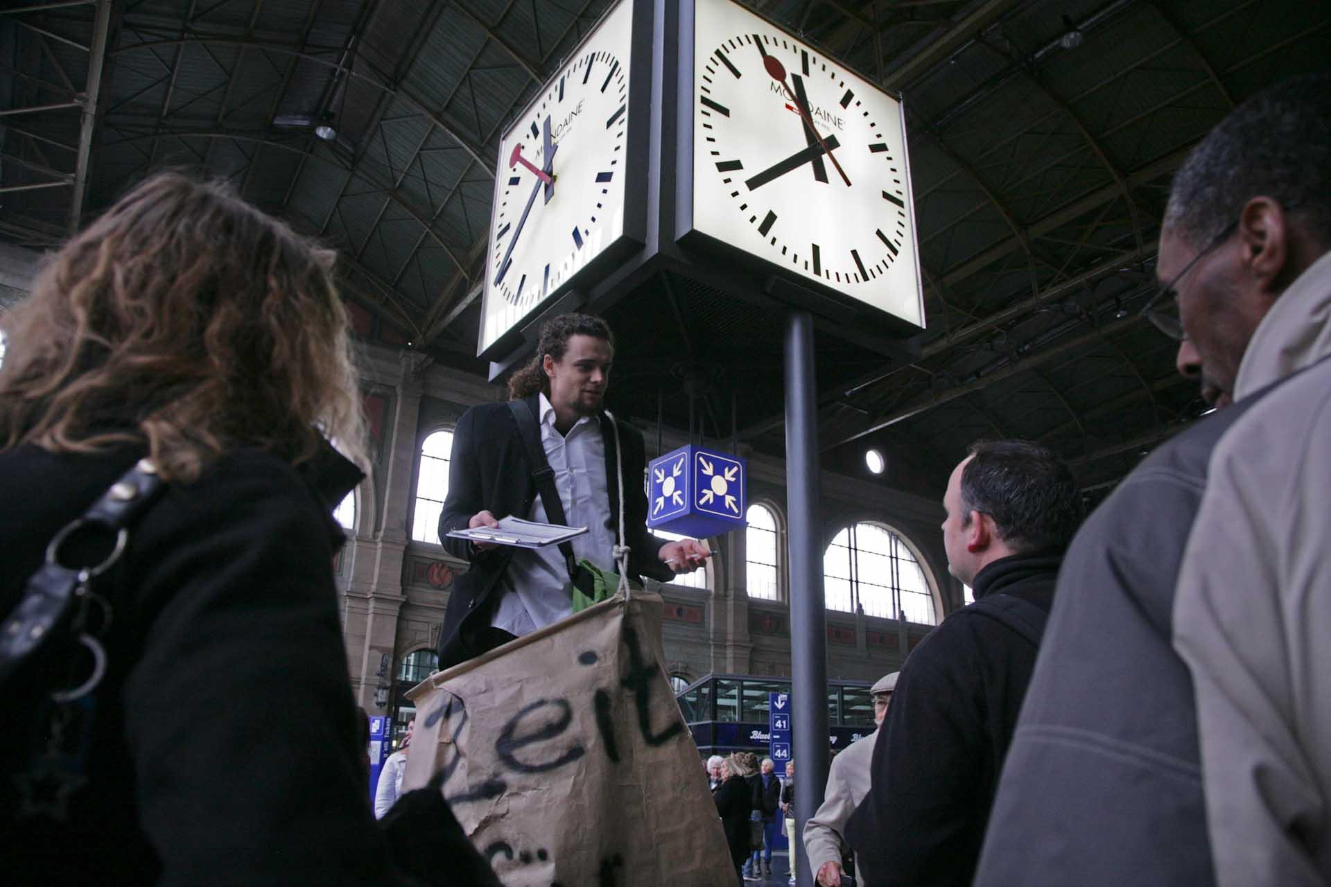 Unterschriften Sammlung am Zürcher Hauptbahnhof