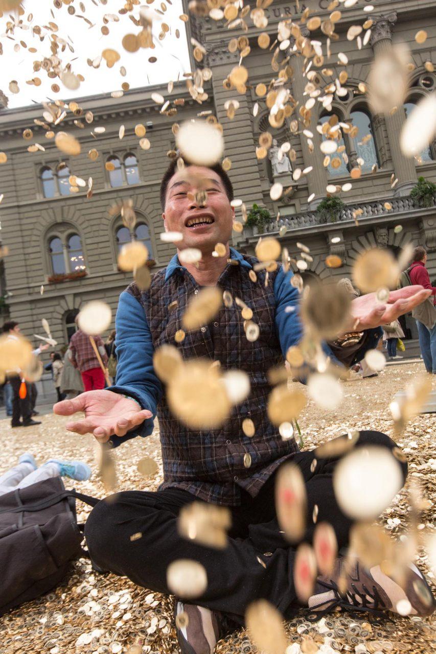 ...auch für diesen Mann aus Shanghai, der mit seinem Sohn Urlaub in Bern macht