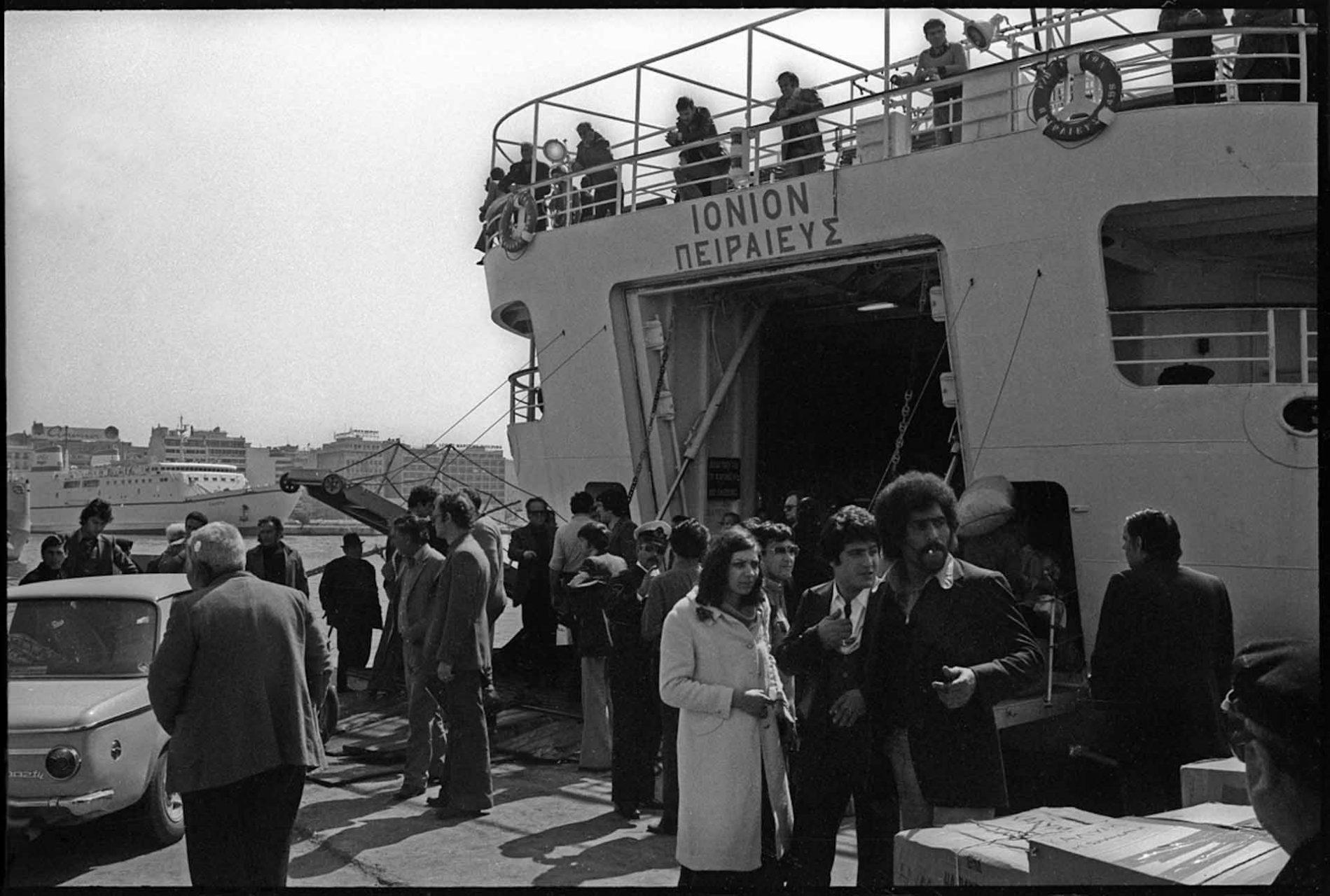 Im Hafen von Piräus, Einschiffen auf die Ionion, der Autofähre nach Kreta