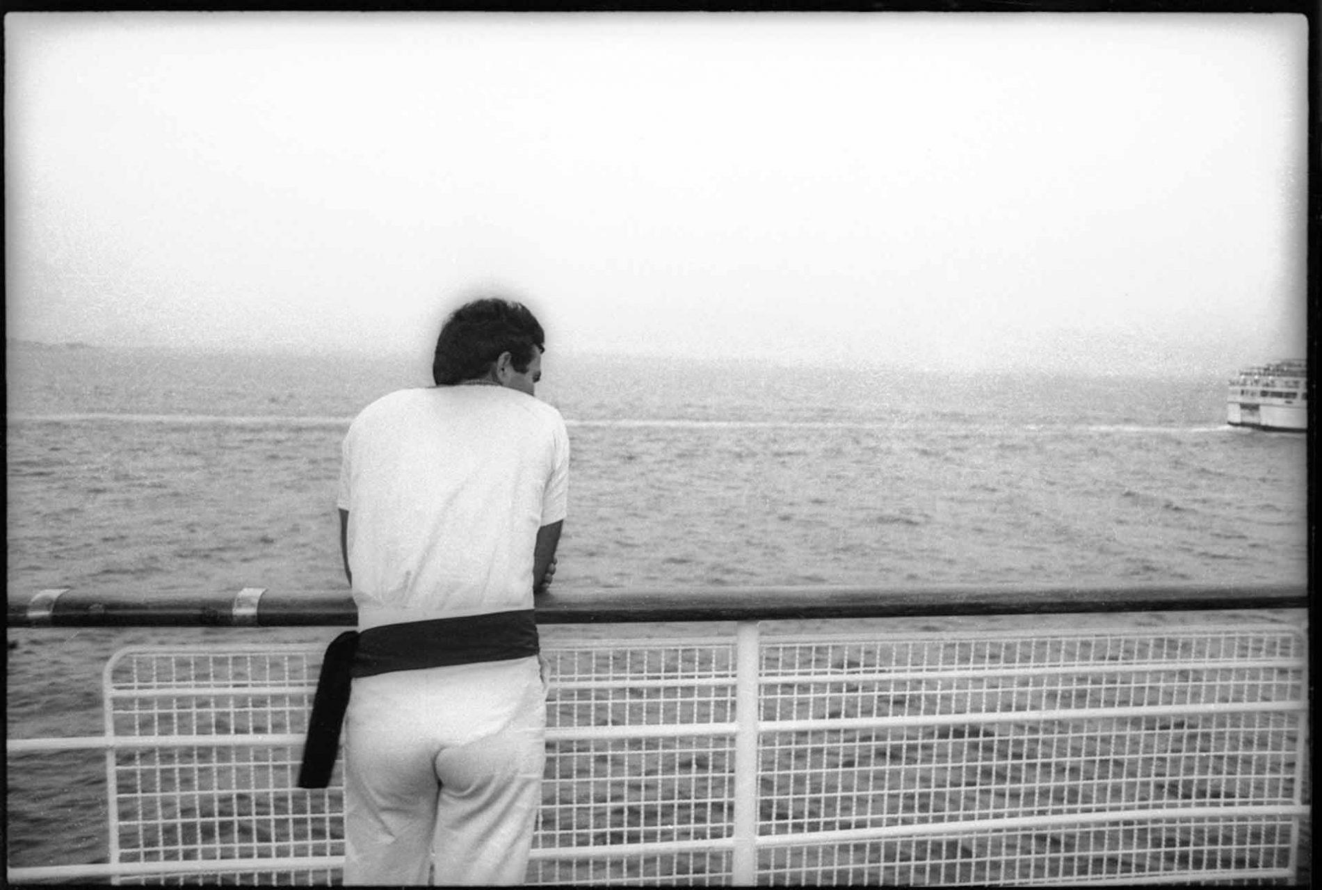 Moment der Ruhe: Seemann auf der Ionion, beim Auslaufen nach Kreta