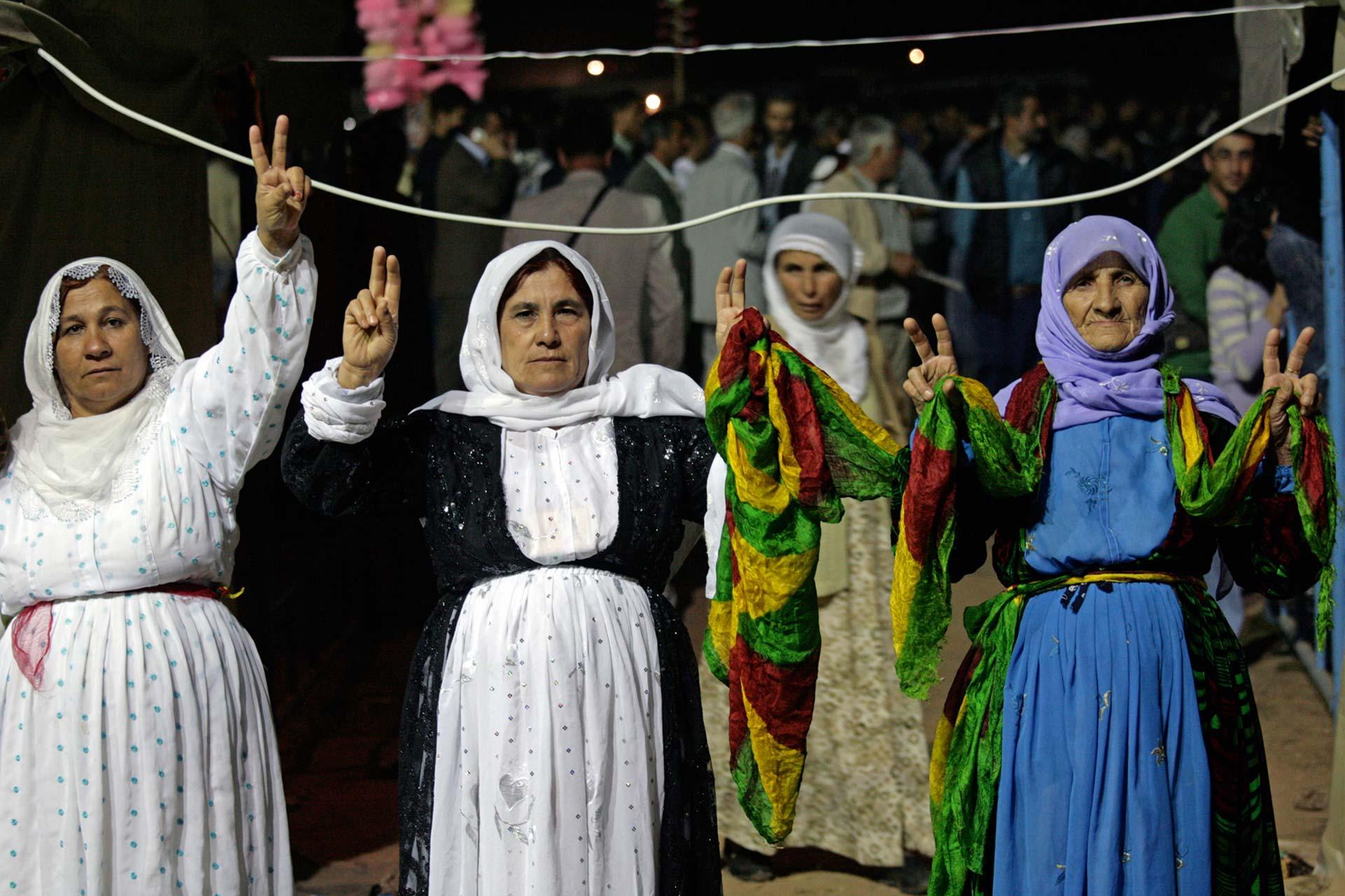 Das allgegenwärtige Victory-Zeichen in der Osttürkei steht entweder für das Bekenntnis zu Abdullah Öcalan, zur Arbeiterpartei Kurdistans oder einfach für das Recht der Kurden auf Selbstbestimmung.