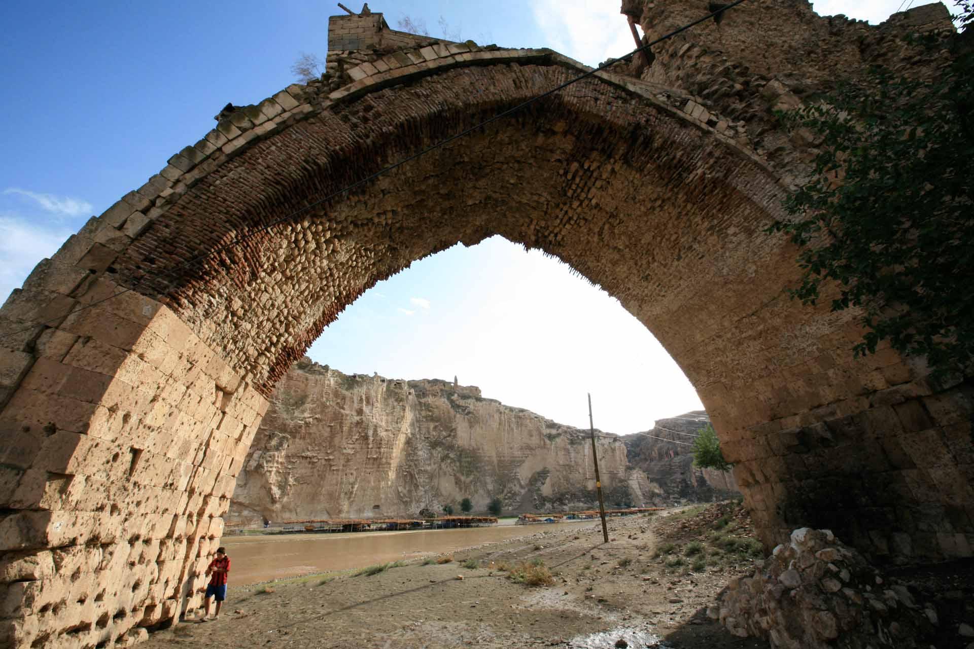Die Pfeiler der byzantinischen Steinbrücke von 1116.