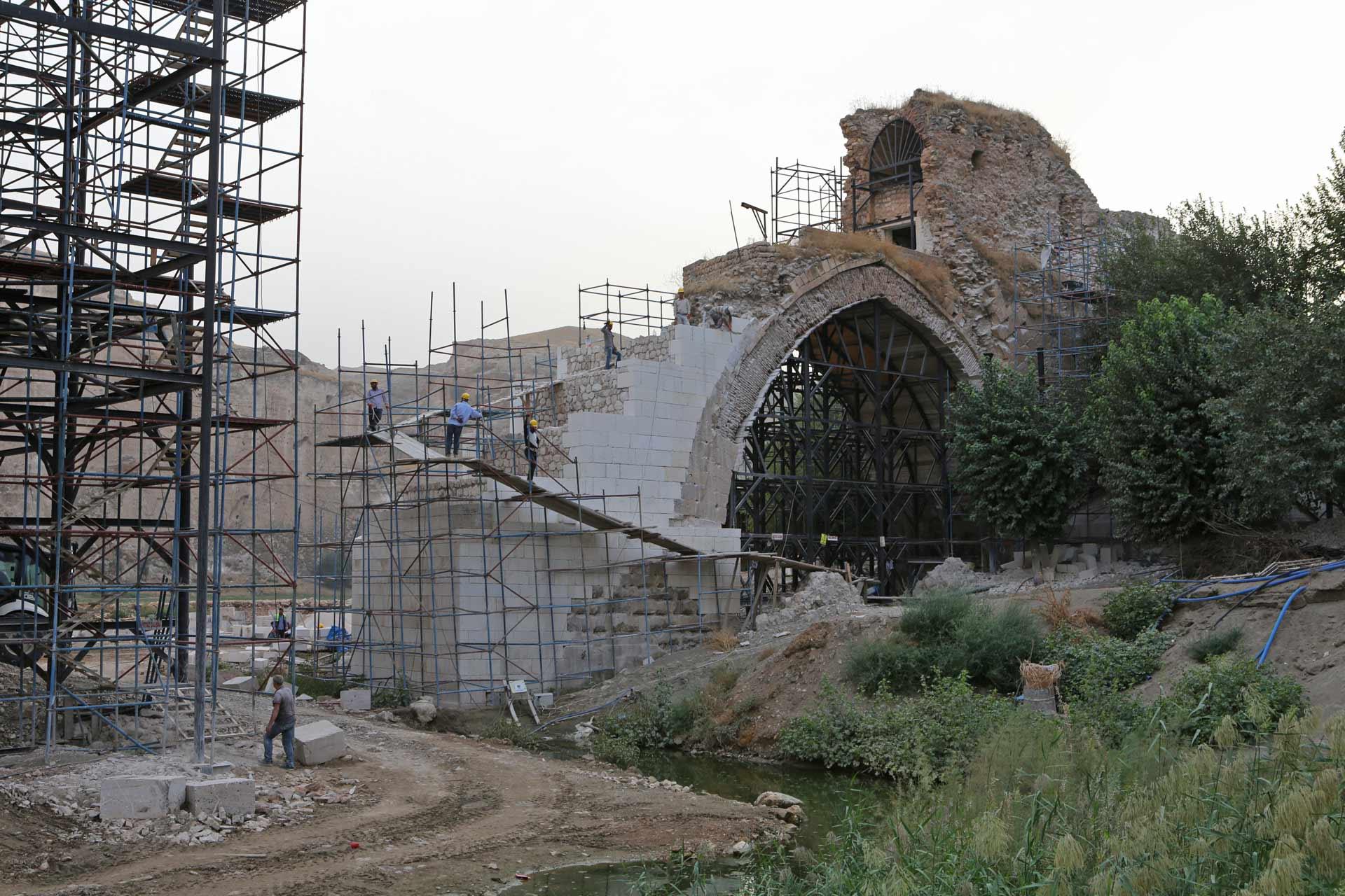 Geht man davon aus, dass in etwa fünfzig Jahren, wenn der Staudamm zurückgebaut wird, der ursprüngliche Charme des verfallenen antiken Zustands wieder sichtbar werden soll...?