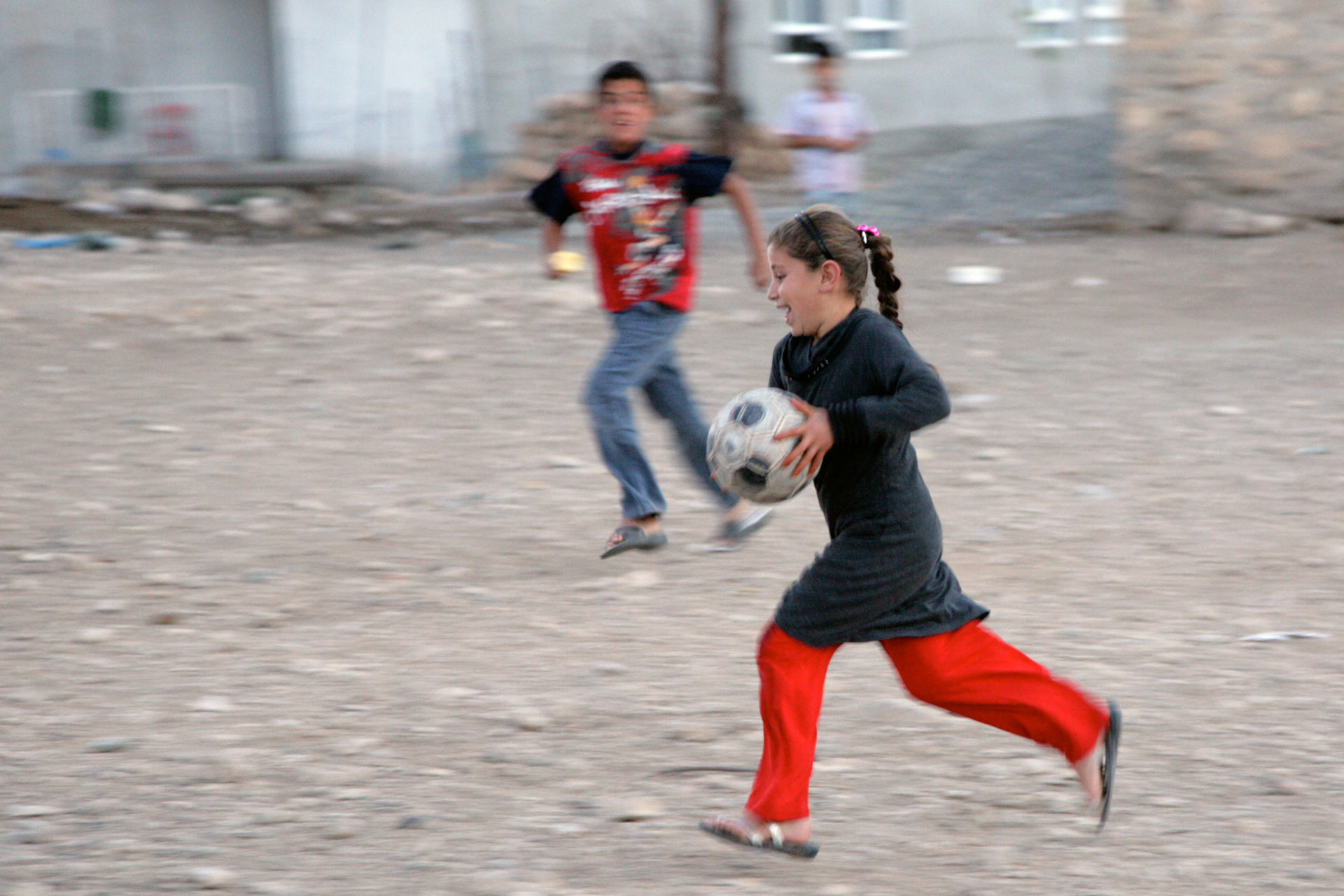 Auch Mädchen spielen Fussball in der manchmal fortschrittlichen Osttürkei...