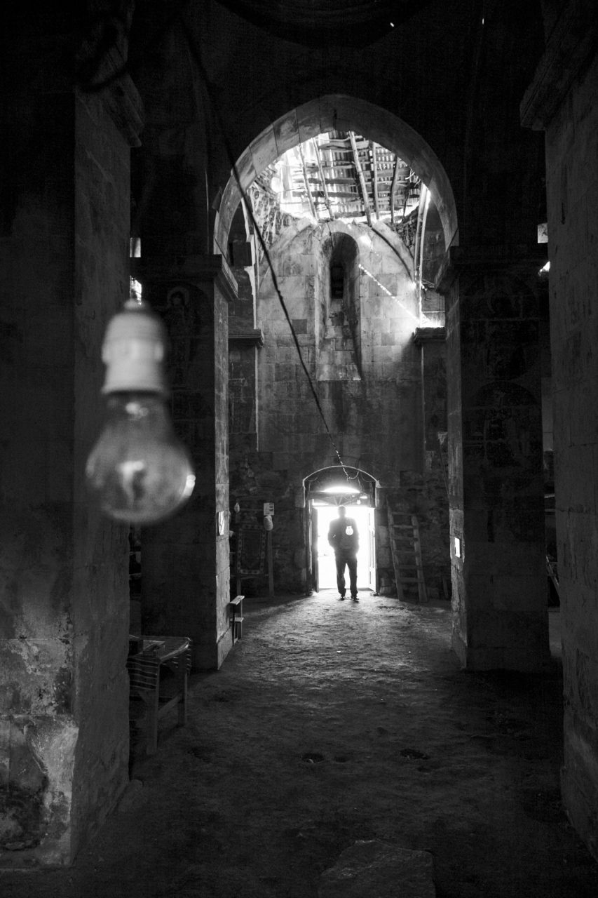 Zeuge der armenischen Kultur: Das fast zerstörte Kloster Varak, im Osten der Türkei. Ein alter Mann im Dorf kümmert sich um die Ruine und hat den Schlüssel, um Besuchern den Zugang zum Kloster zu ermöglichen.