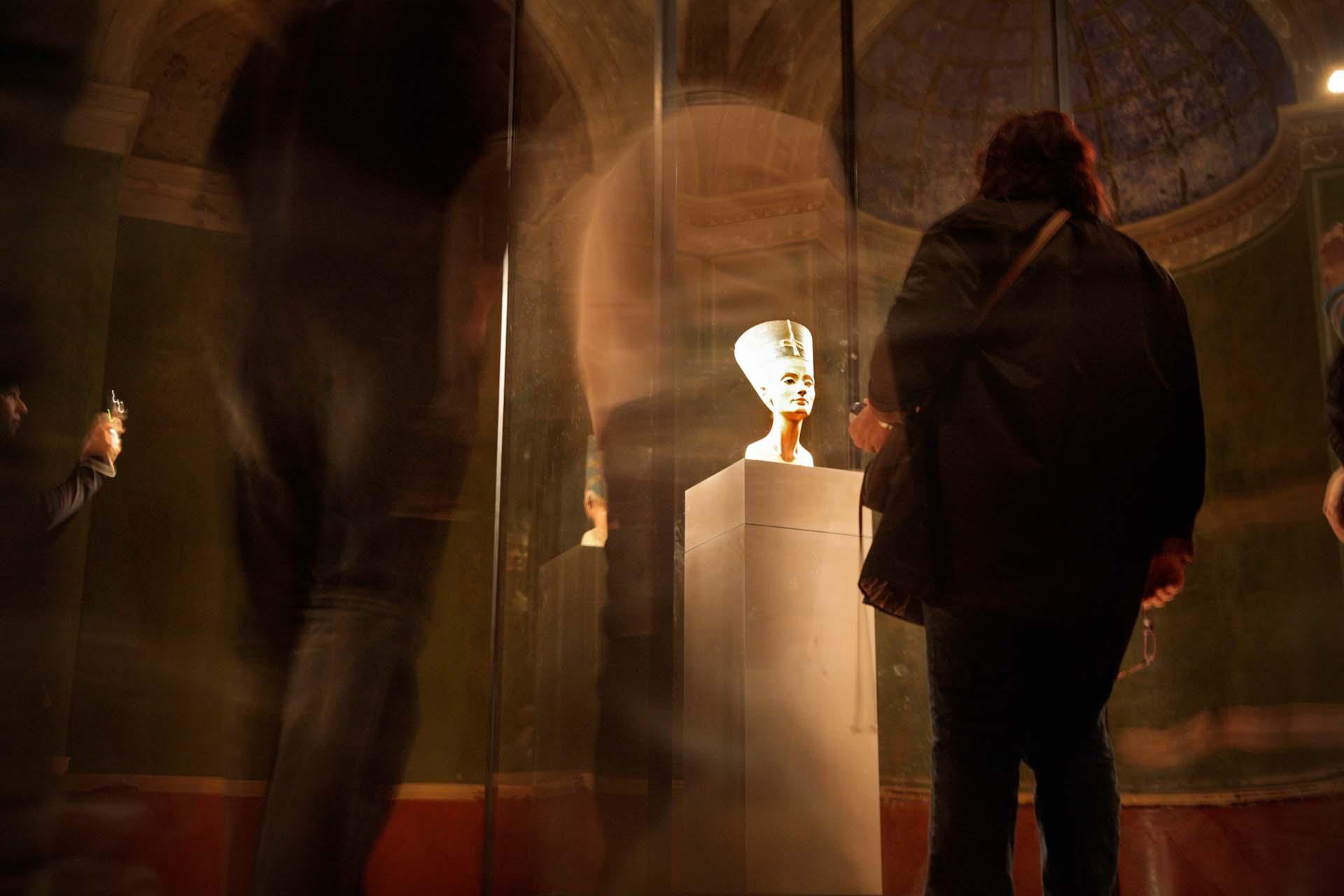 Die Nofretete ist der Besuchermagnet des neu eröffneten Neuen Museums in Berlin.