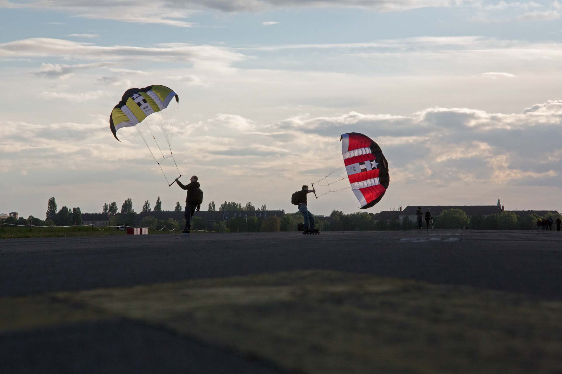 ...und perfekte Bahnen für Kitesurfer und Windskater.