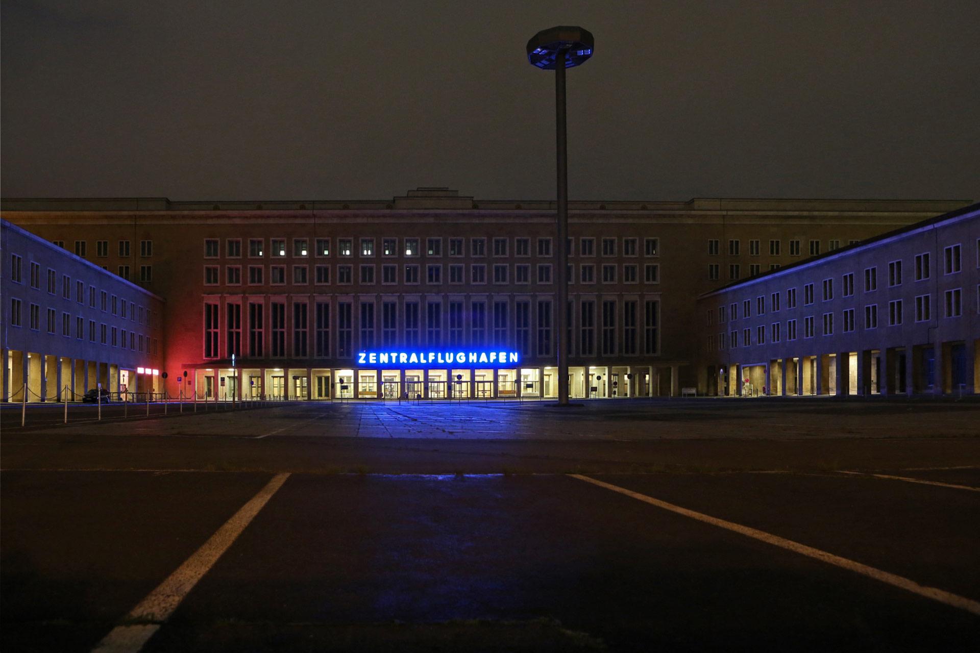 """Der 2004 vom britischen Architekten Lord Norman Foster als """"die Mutter aller Flughäfen"""" bezeichnete, 2008 stillgelegte Flughafen Tempelhof."""