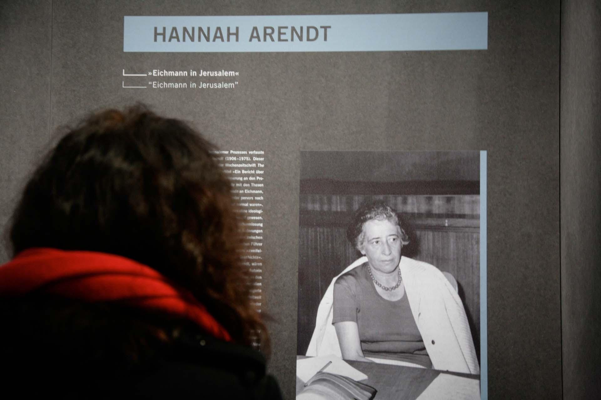 """Hannah Arendt nahm von April bis Juni 1961 als Reporterin der Zeitschrift 'The New Yorker' am Prozess gegen Adolf Eichmann in Jerusalem teil. In diesem Zusammenhang schuf sie den Begriff der 'Banalität des Bösen'. -  """"Eichmann in Jerusalem"""" The New Yorker, 16.02.1963"""