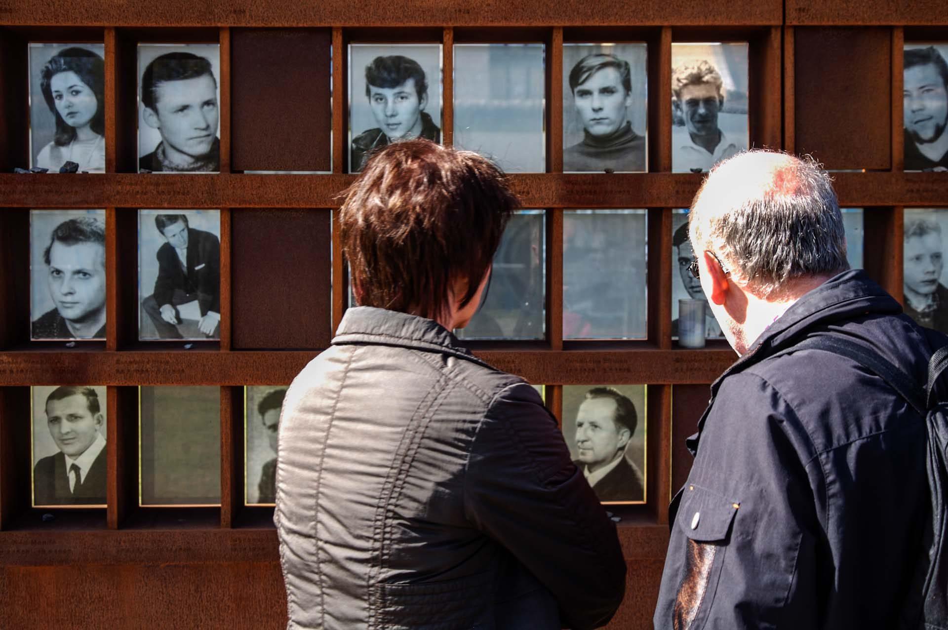 Gedenktafel an die Mauertoten  in der Gedenkstätte Berliner Mauer, Bernauer Straße Ecke Ackerstraße.