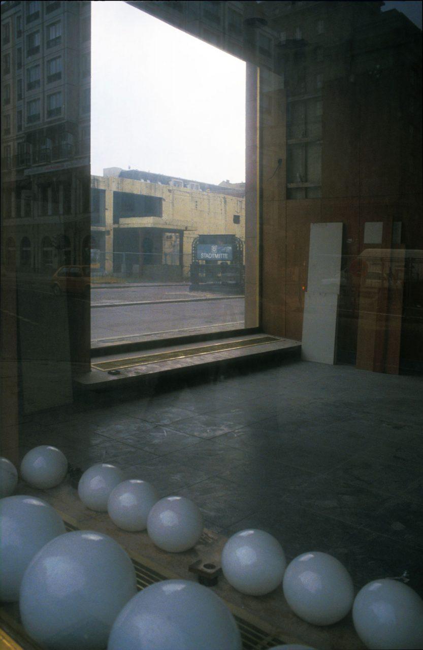 Im Leerstand befindlicher Laden an der Friedrichstraße Anfang der neunziger Jahre.