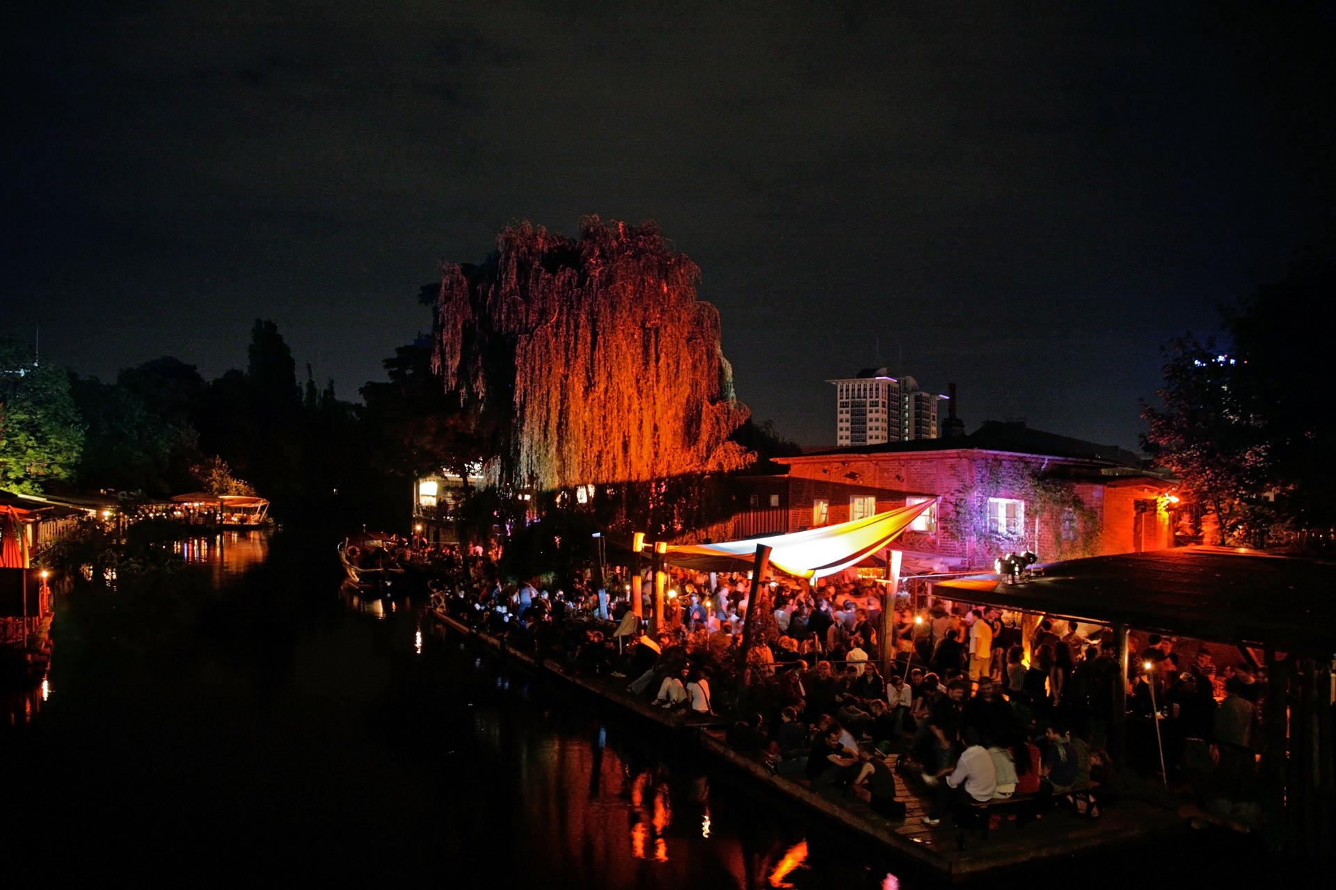 Ein Club am Spreekanal in Kreuzberg-Friedrichshain.