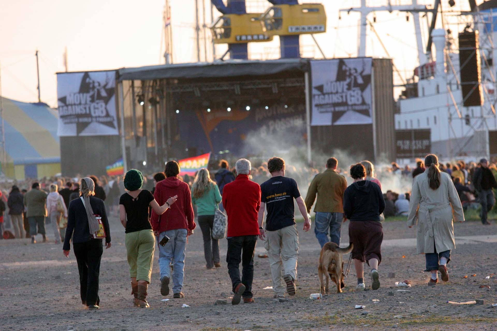 Kurz vor dem Konzert von Jan Delay auf dem riesigen Veranstaltungsplatz am Hafen.