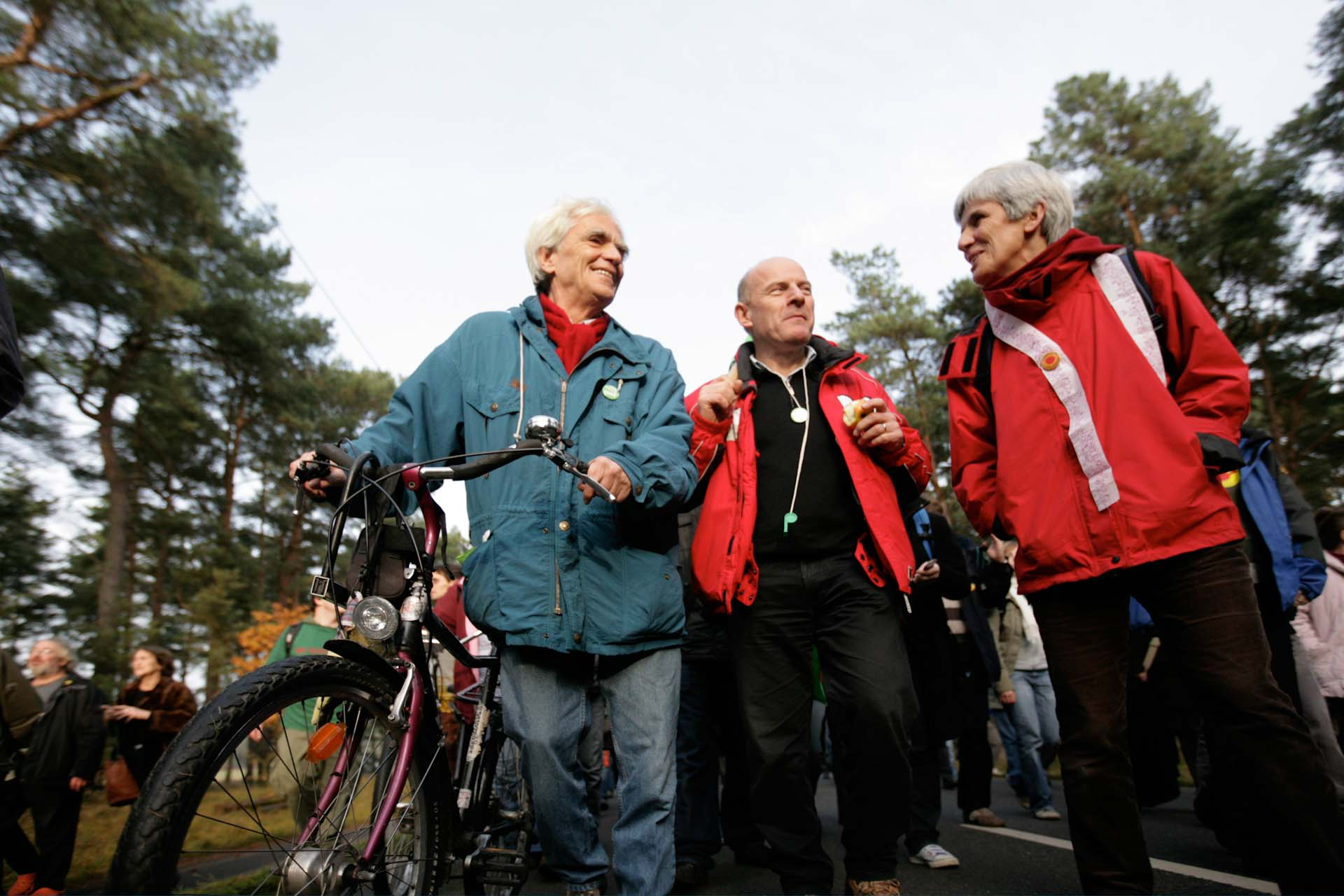 Auf der offiziellen Demonstration von Bündnis 90/Die Grünen 2008 in Gorleben. Hans-Christian Stroebele, der im Herbst 2009 sein Direktmandat in Kreuzberg-Friedrichshain zum dritten Mal verteidigt hat, ist mit seinem eigenen Rad angereist. Daneben Winfried Hermann, der heutige Verkehrsminister von Baden-Württemberg.
