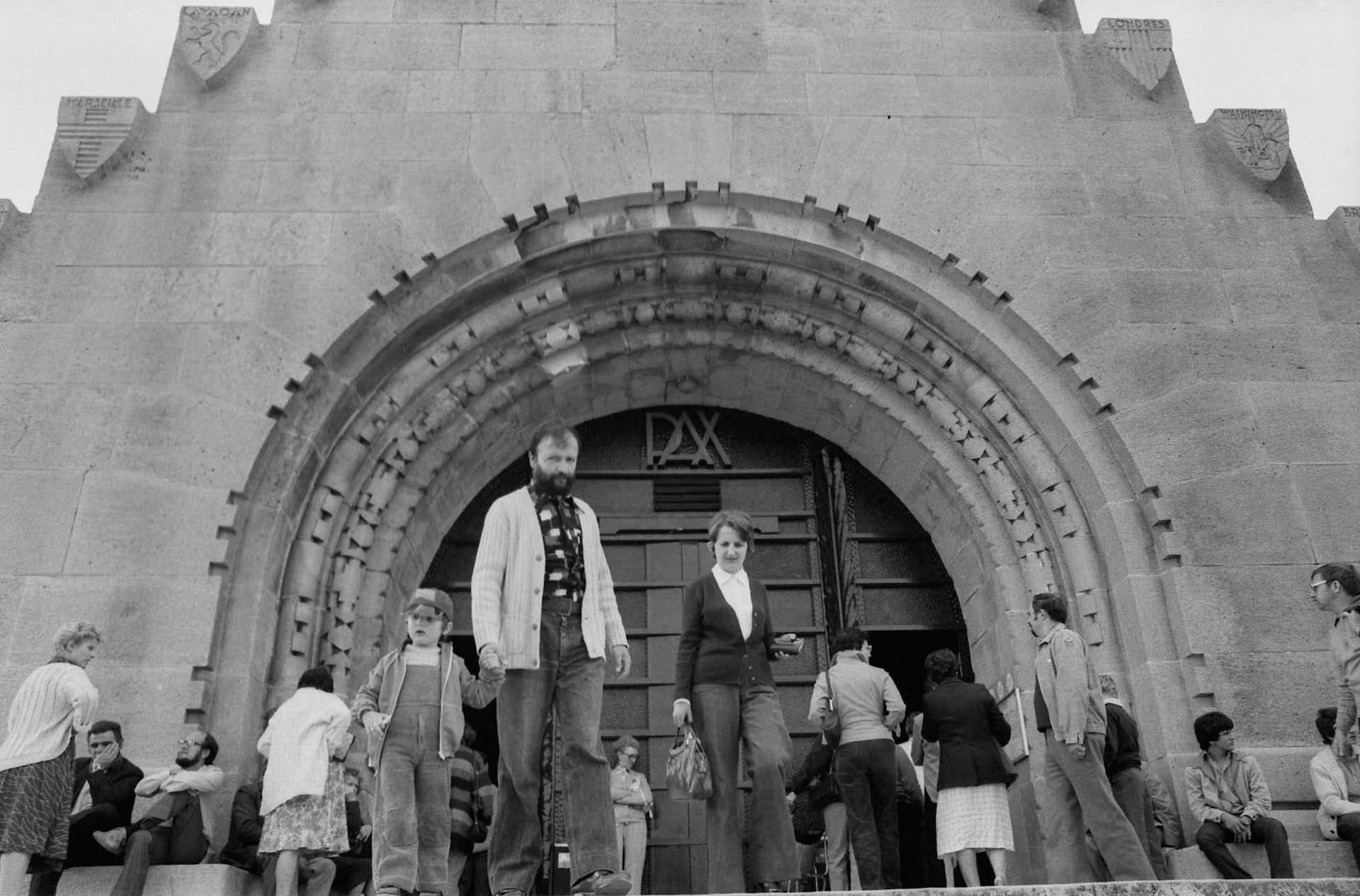 Der Eingang des Beinhauses von Douaumont. In ihm werden die Gebeine von über 130.000 nicht identifizierten französischen und deutschen Soldaten aufbewahrt.