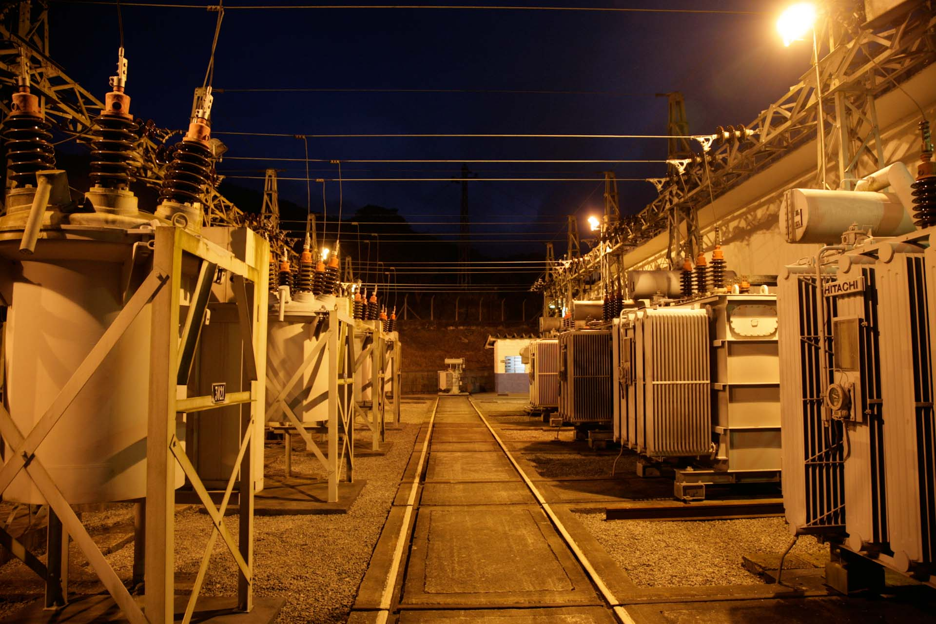 Since the power supply in the district often fails, a separate power station of the Railway Company provides constant power for the line to the Atlantic, which nowadays transports ores mostly.