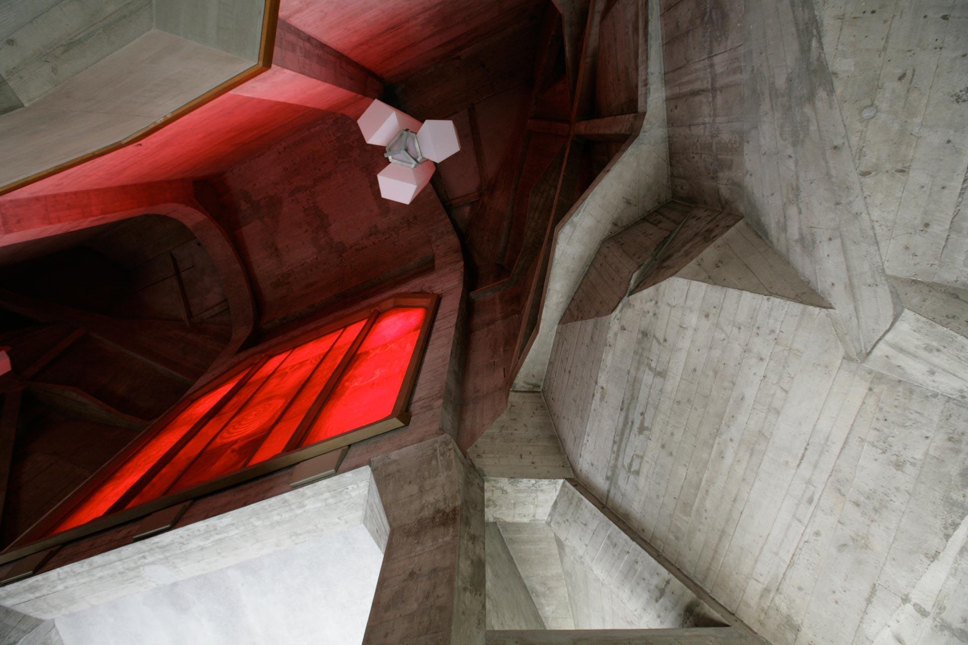 Westtreppenhaus mit Rotem Fenster – Western staircase with Red Window