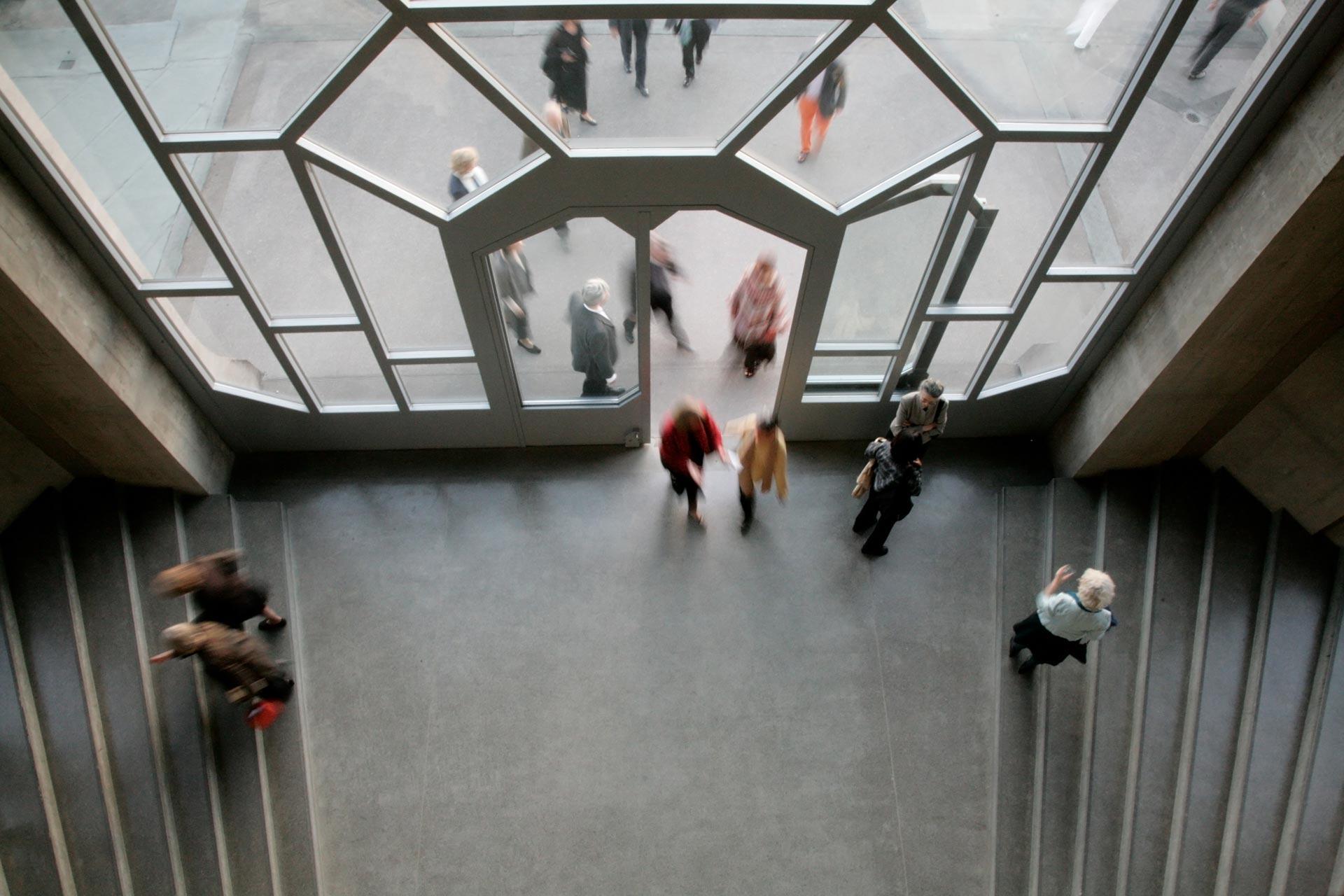 Portal zur Terrasse vom Westtreppenhaus aus gesehen – Portal to the terrace seen from the western staircase