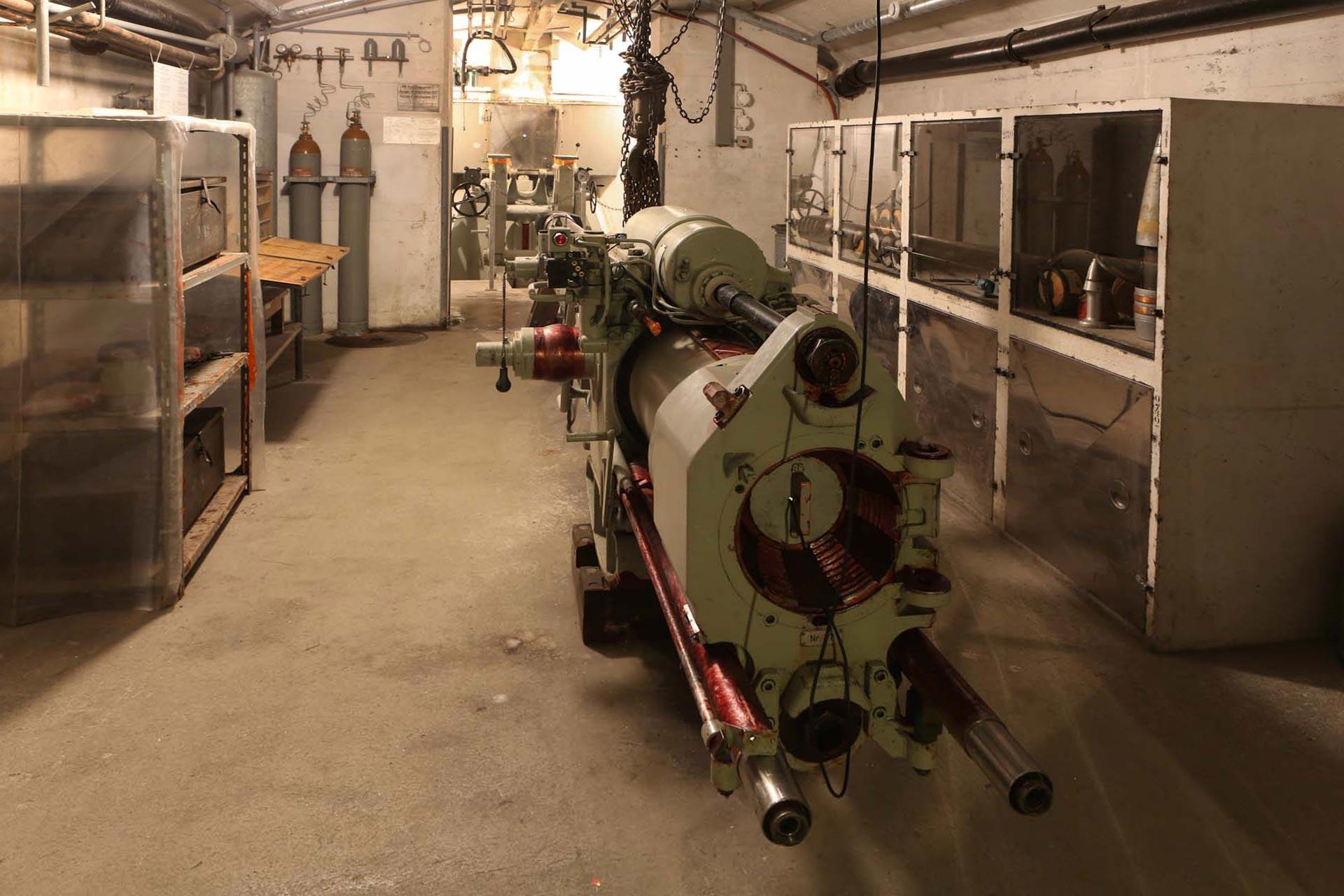 Eine der zurückgebauten vier 15-cm-Kanonen, die 24 Kilometer weit schießen können.