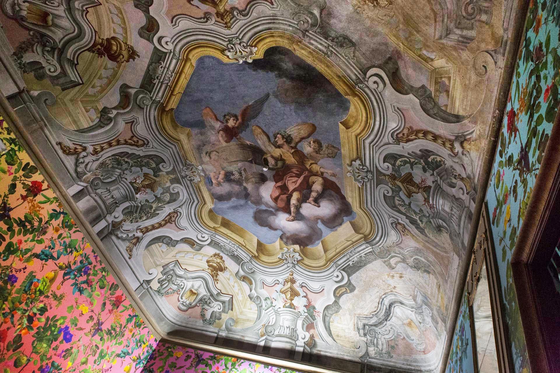 'Theatre of the Sun' (2018) ist eine Installation aus Tapeten und der Public Fruit Map von Palermo, die auf die Lage von Hunderten von Obstbäumen im öffentlichen und privaten Raum der Stadt hinweist: Bäume, die sehr oft völlig vernachlässigt und ignoriert werden. Die von der Manifesta 12 in Auftrag gegebene Installation befindet sich im Palazzo Butera und ist Teil des Bereichs Garden Of Flows des Giardino Planetario. Koexistenz kultivieren (Garden Of Flows de Il Giardino Planetario. Coltivare la Coesistenza.)