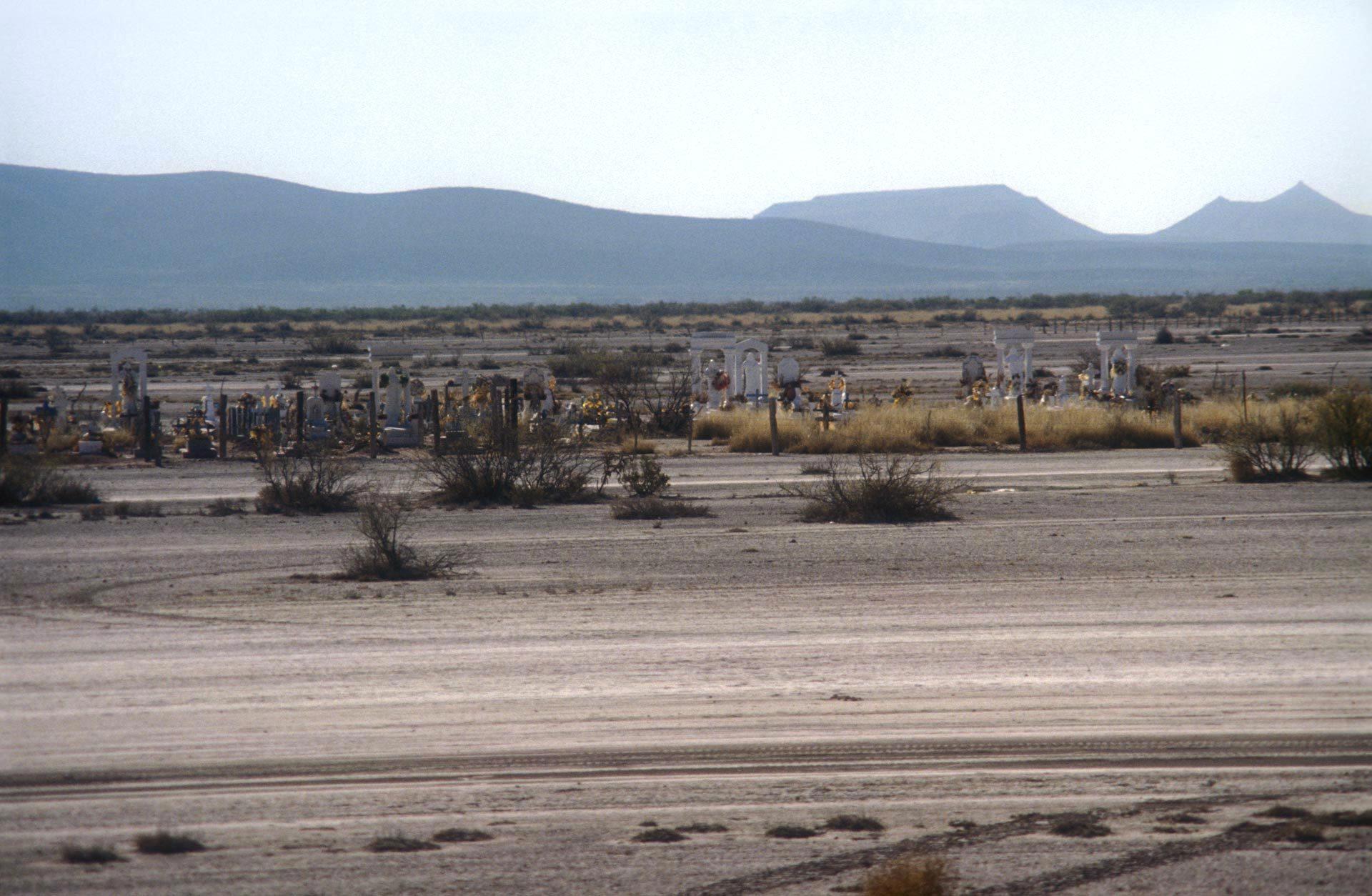 Friedhof in der Wüste – Cemetery in the desert