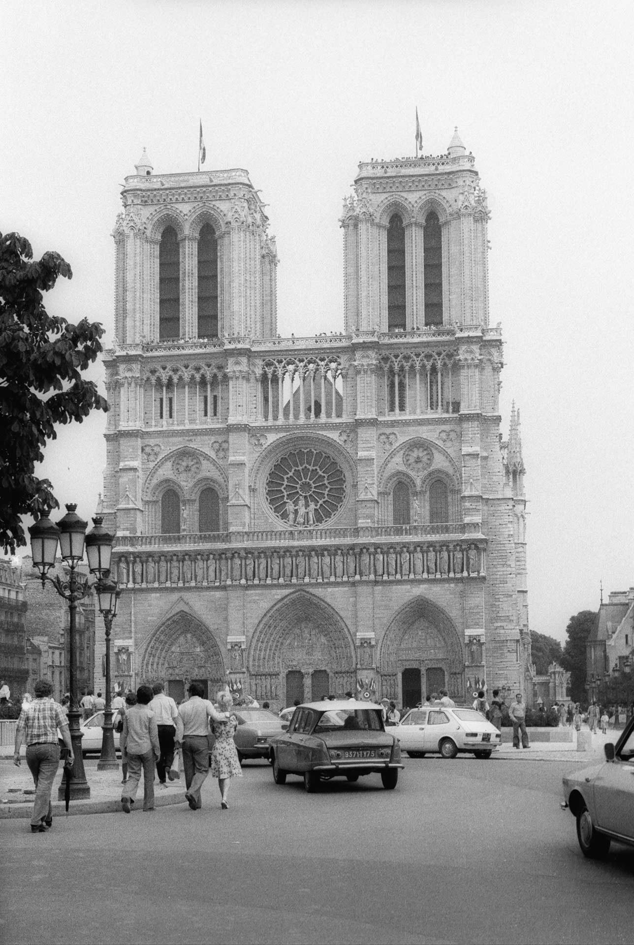 paris_1920_1976_notredame_1